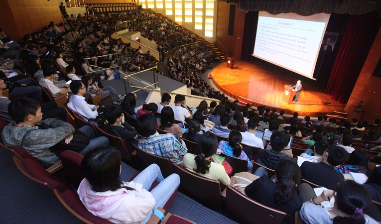 The lecture attracts a full-house audience