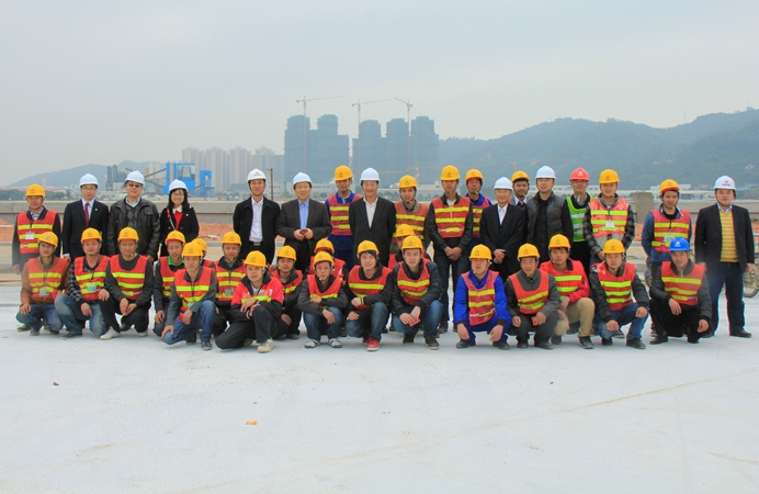 UM top management visit new campus construction workers on the first day of the Chinese New Year