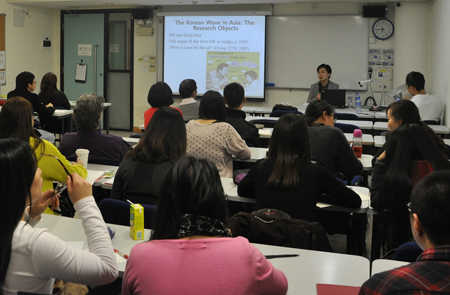 The lecture on South Korean culture attracts many UM teachers and students