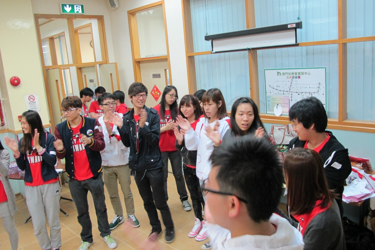 PSP participants sing songs with people with developmental disabilities at Fu Hong Society