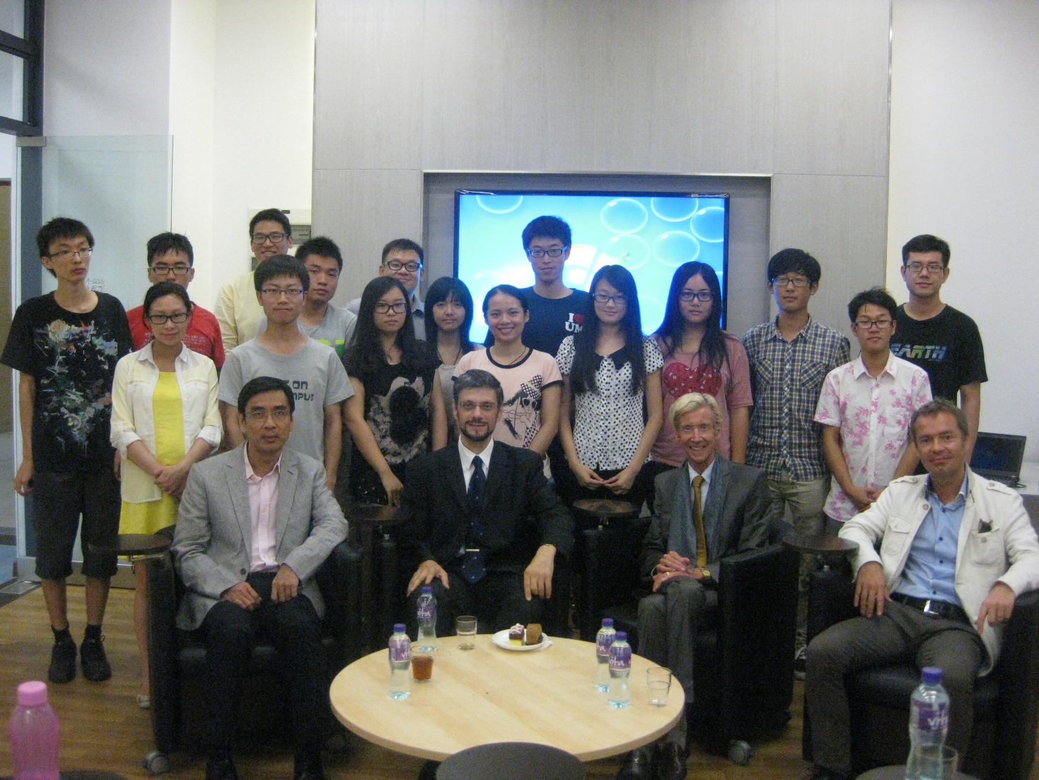 Mr. Gerhard Alois Maynhardt from the Austrian Consul General (2nd from left) and Prof. Kevin Thompson, master of the Moon Chun Memorial College (3rd from left), with  students