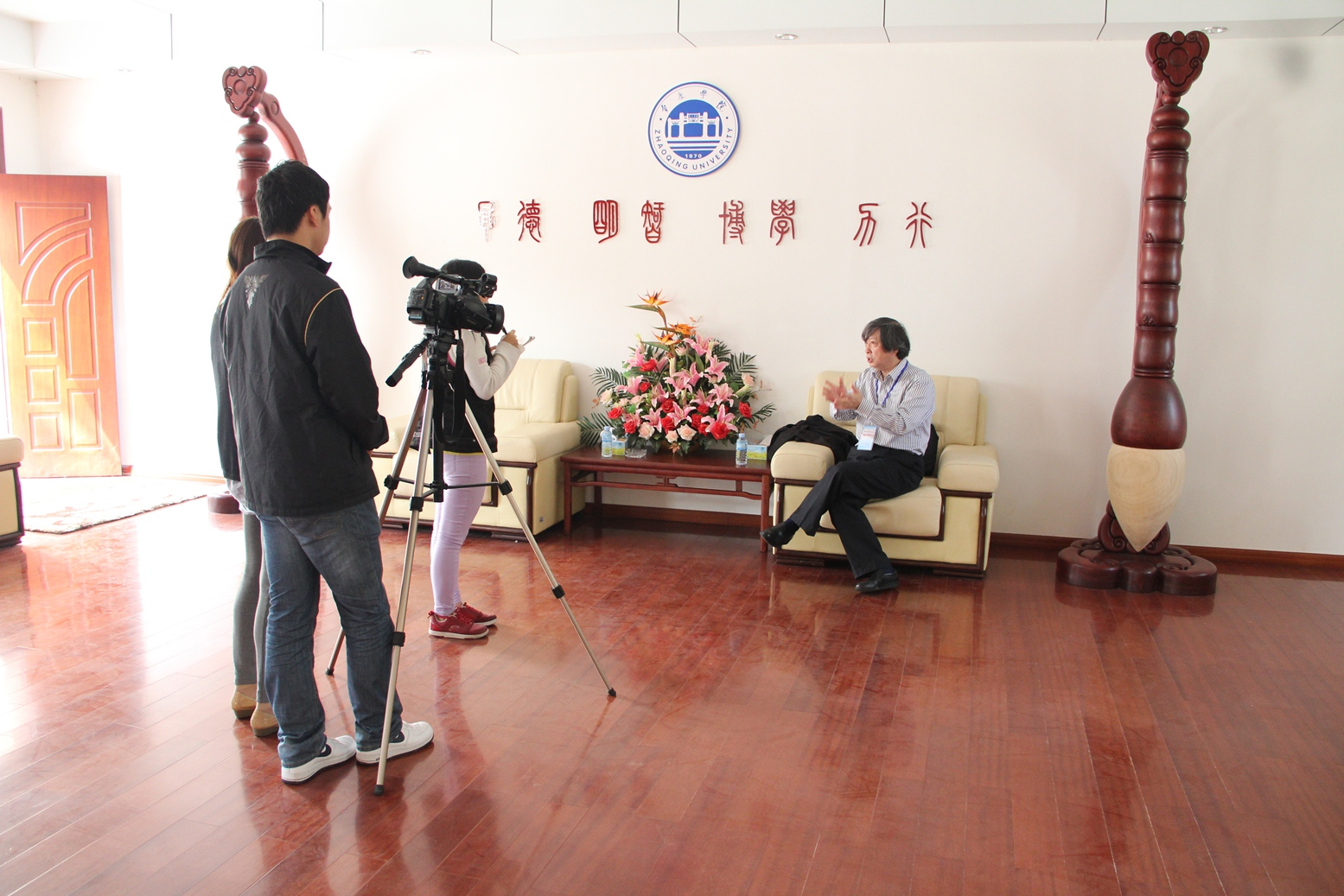 Prof. Tang Kaijian gives an interview to CCTV, one of the most-viewed national channels in China