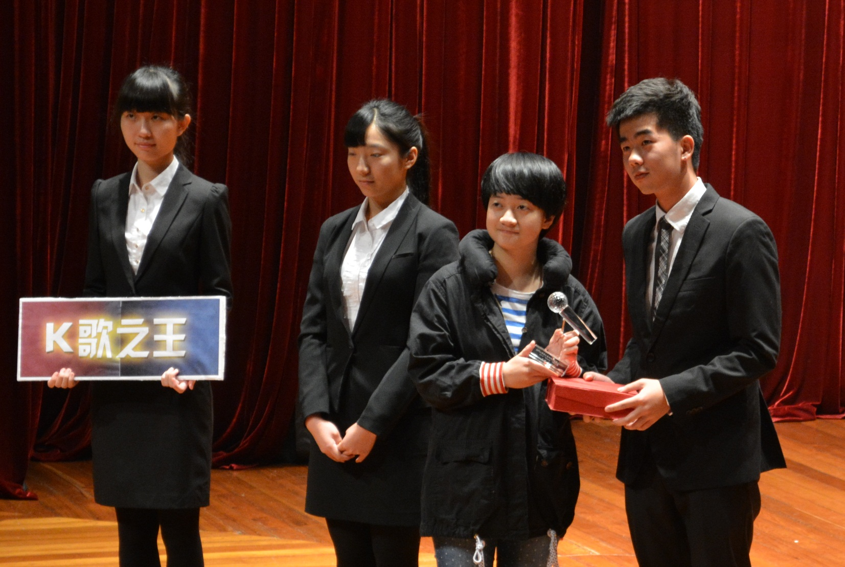 Guo Rui (3 from left) is the biggest winner, receiving three prizes.