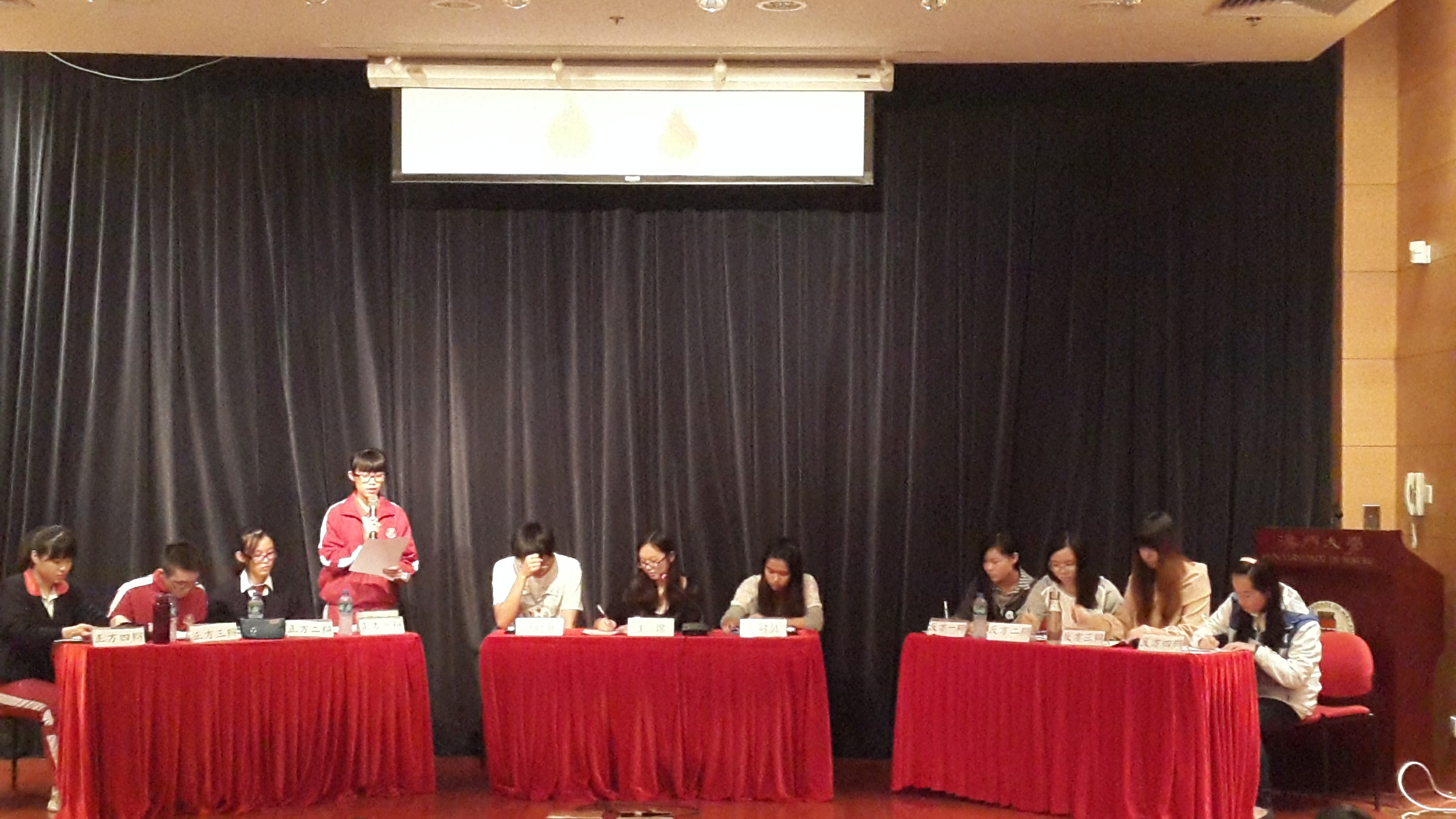 Friendly contest with Hou Kong Middle School debate team