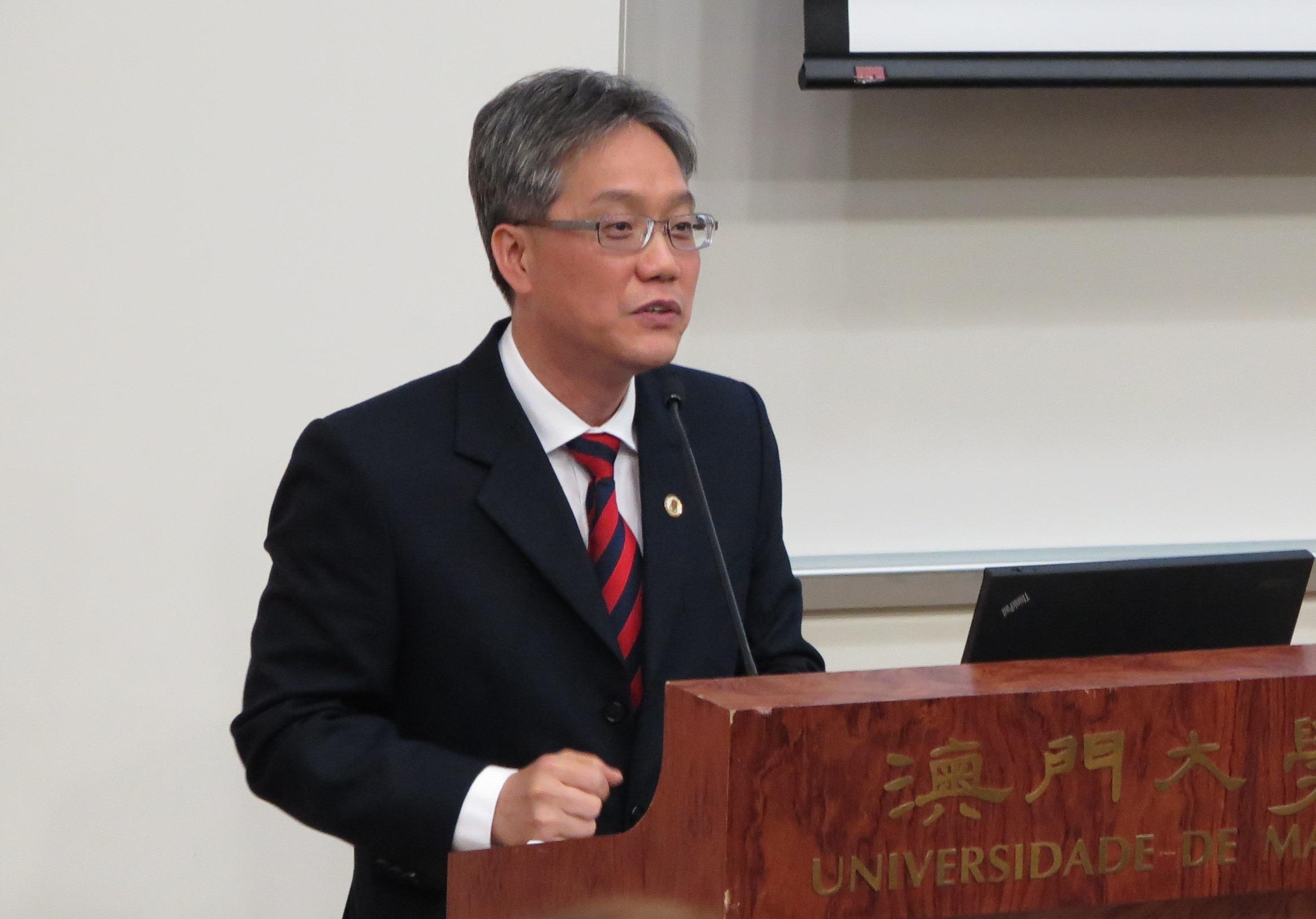 Keynote speaker Dr. Kou Kam Fai