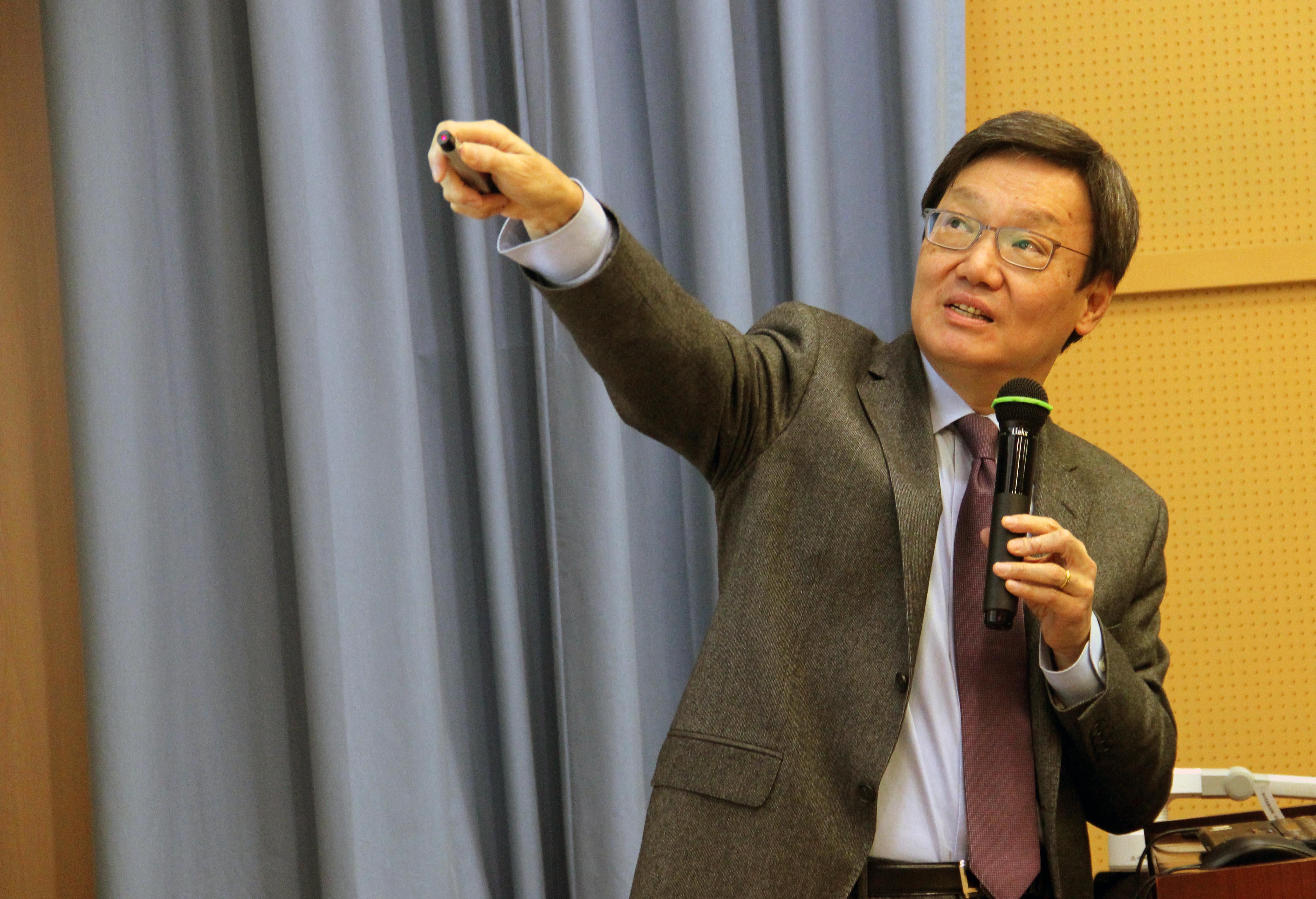 台灣知名學者蘇起在澳大談兩岸關係