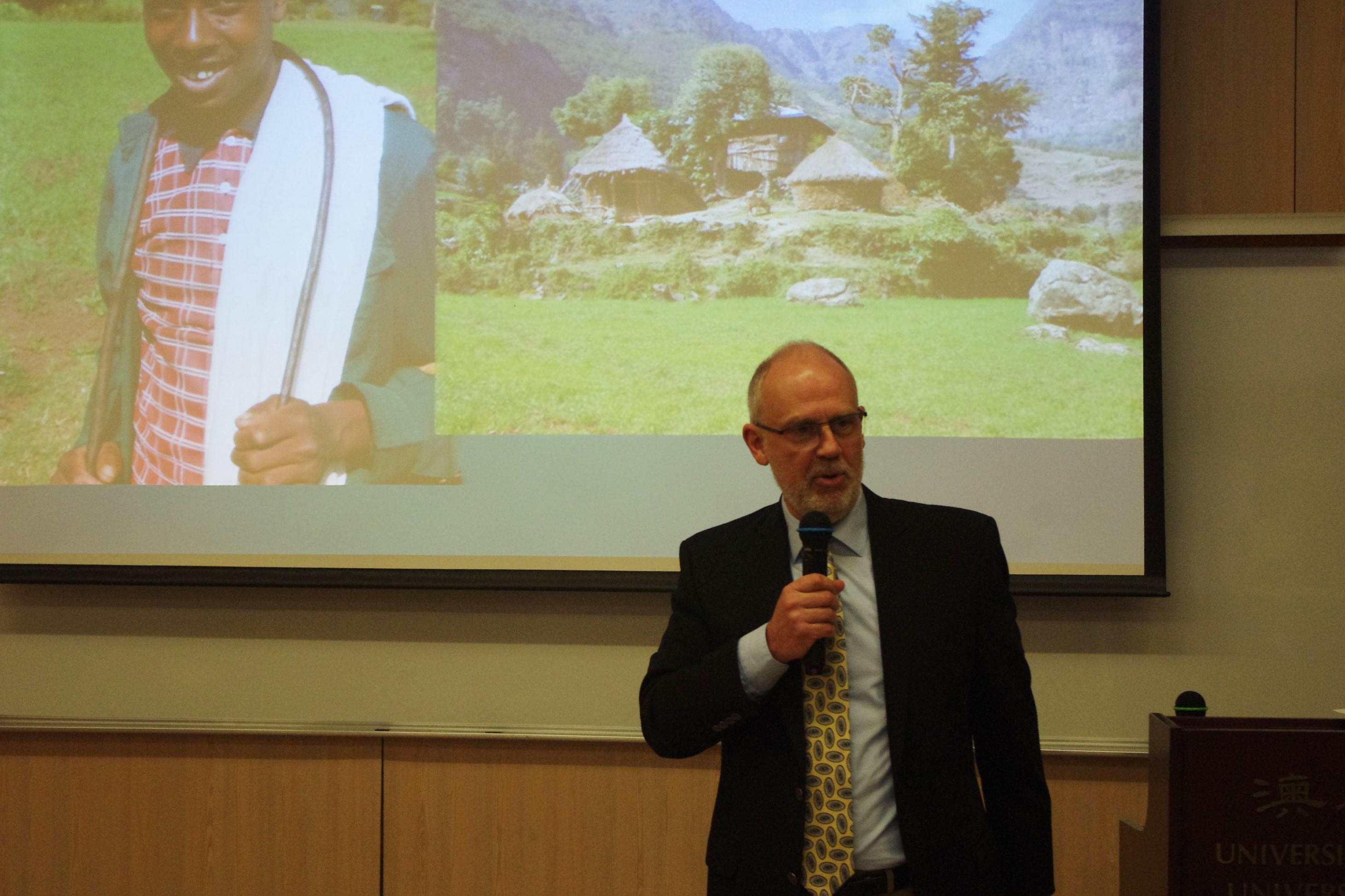 Charles Schaefer教授在澳大談中非關係