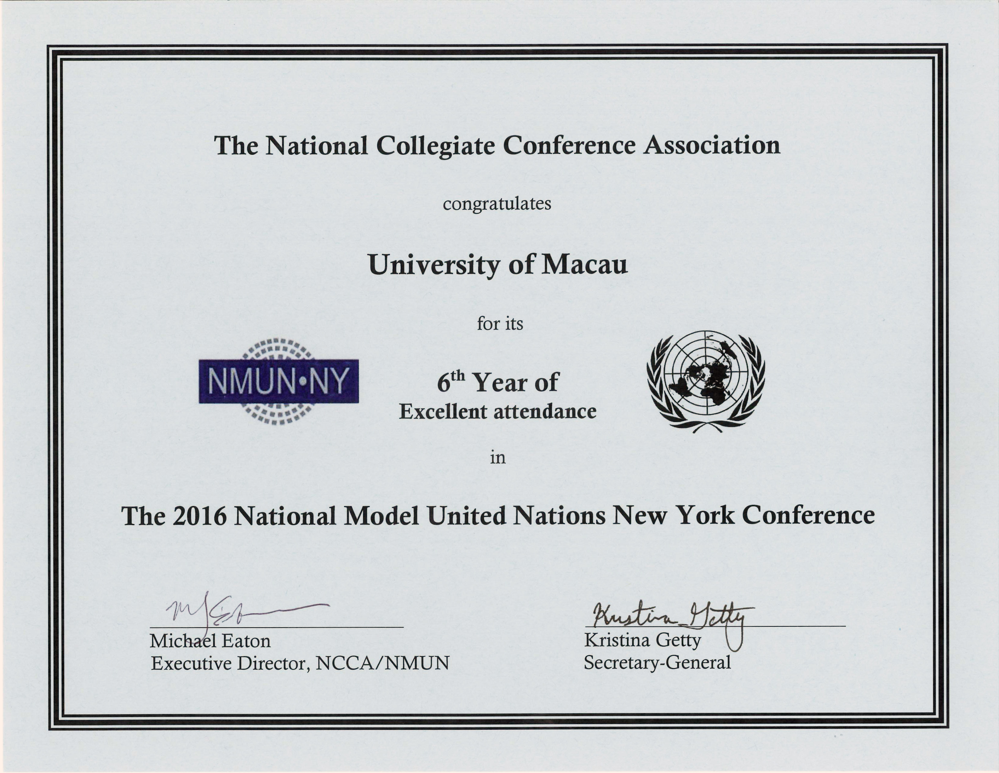 UM's delegation receives a certificate for its sixth consecutive attendance in the National Model United Nations New York Conference 2016