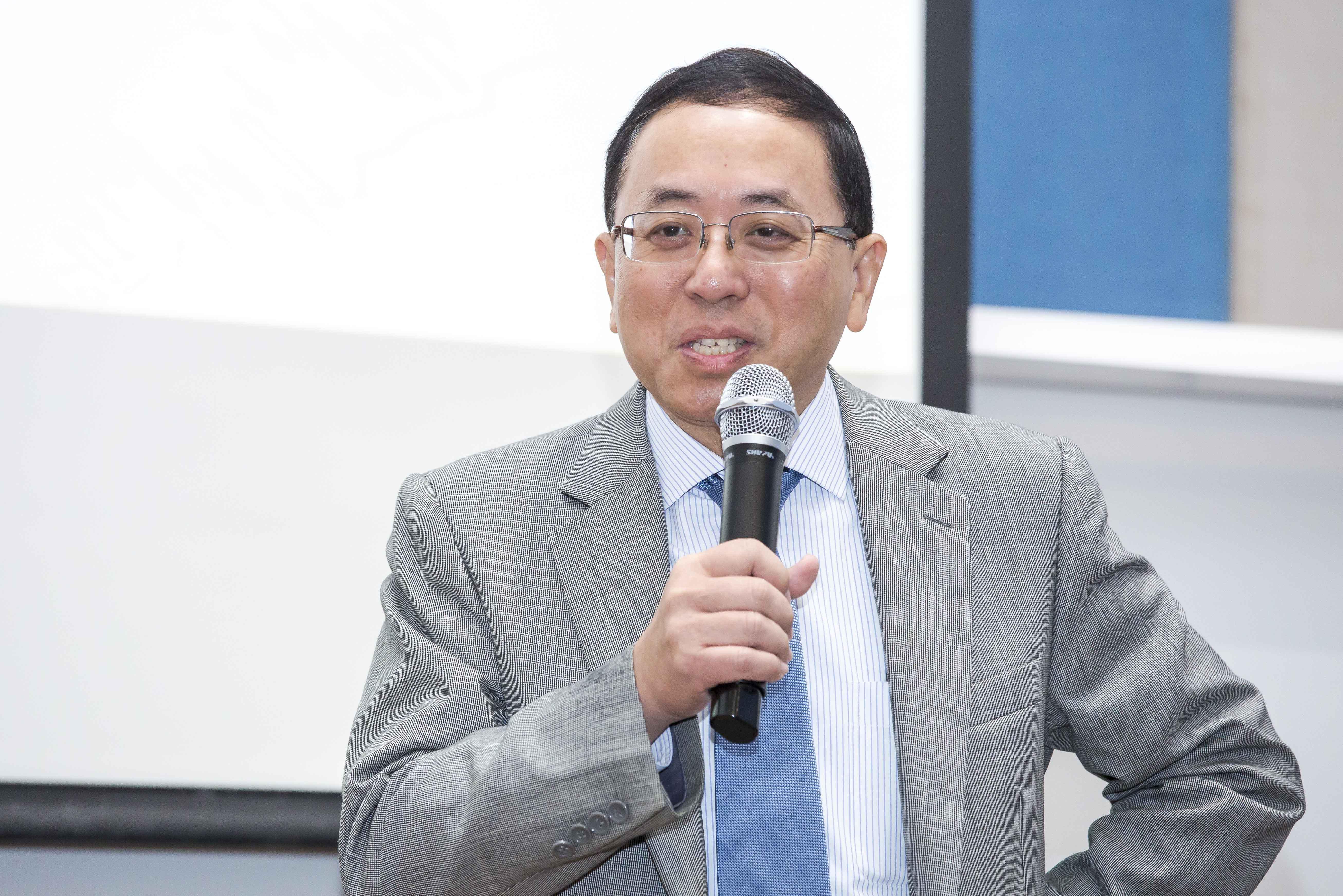 Vice Rector Lionel Ni delivers a speech
