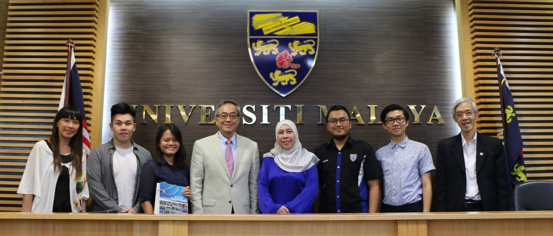A group photo of representatives of UM and the University of Malaya