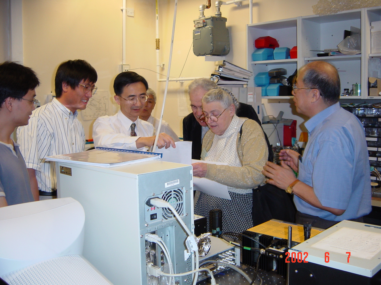 Prof Mildred Dresselhaus from the Massachusetts Institute of Technology, a renowned physicist and one of the pioneers in carbon nanotube research, and her husband, visit Prof Tang