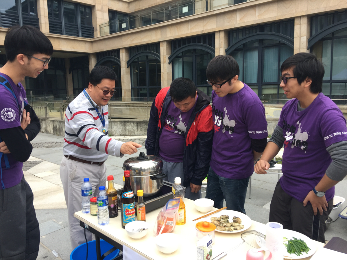 Lee provided support to his students who won the second prize at a cooking contest for residential college members