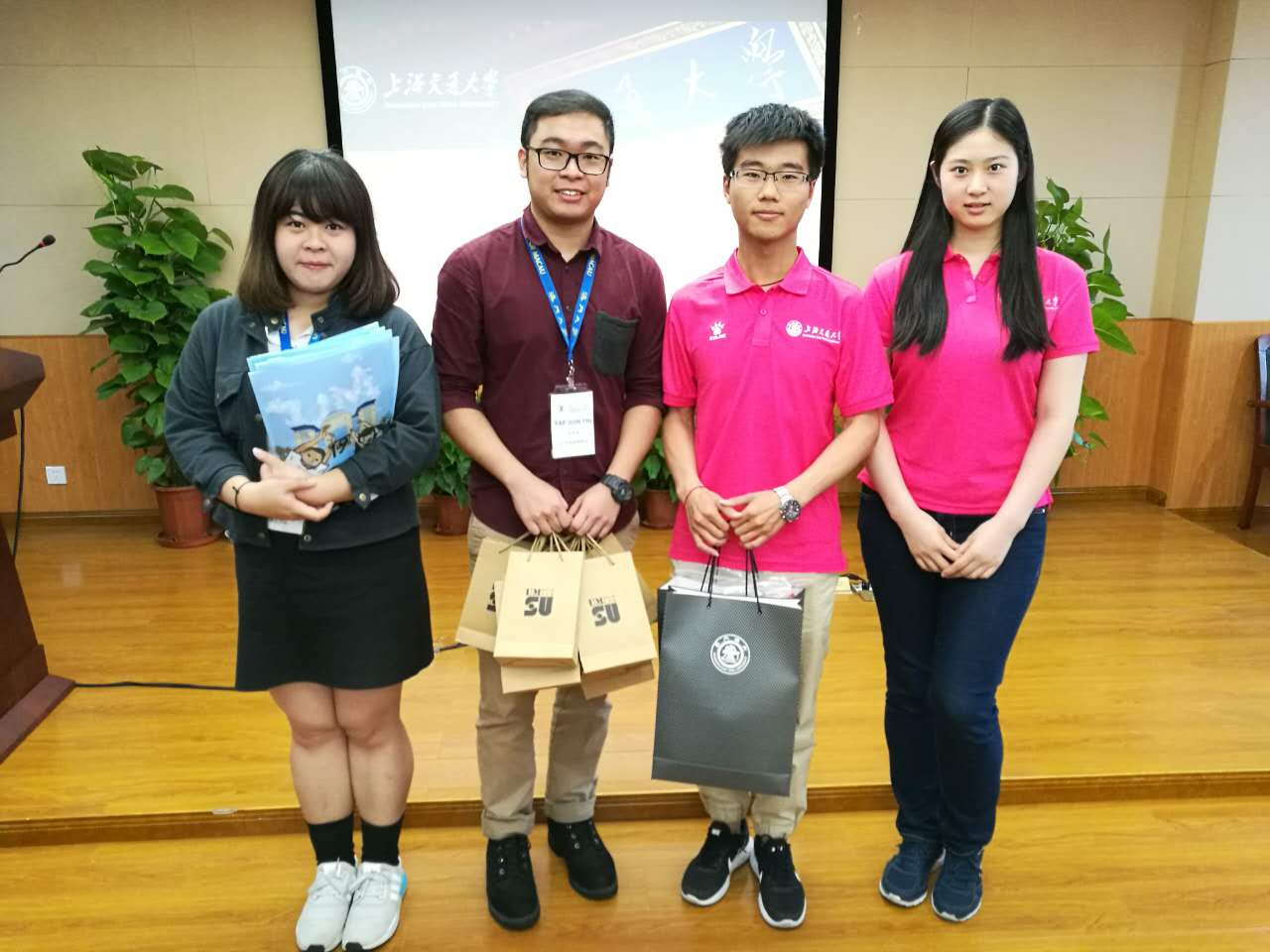 Representatives from UM Students' Union and their counterparts from Shanghai Jiao Tong University exchange souvenirs