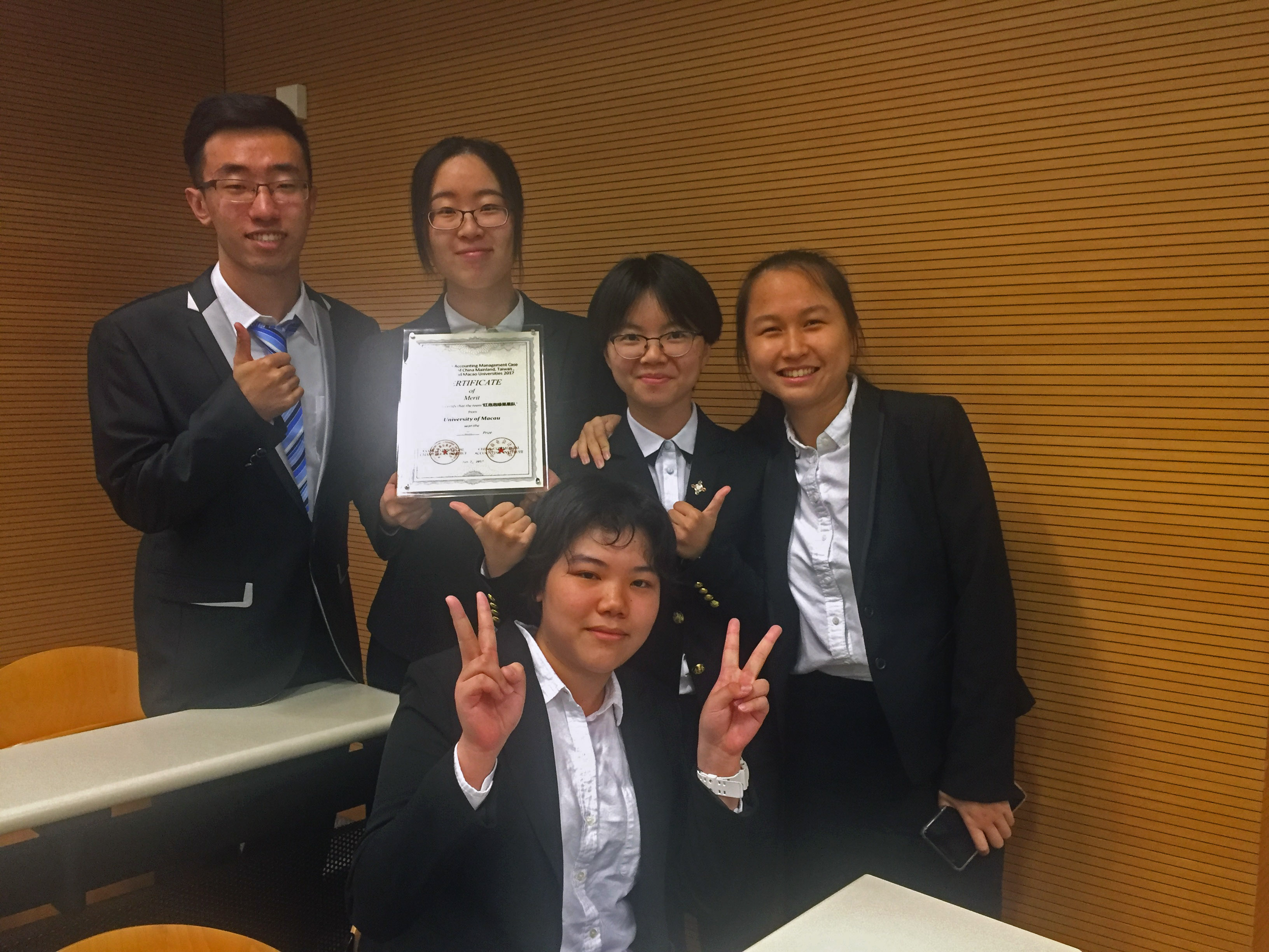 UM students win a second prize at an accounting and business management competition