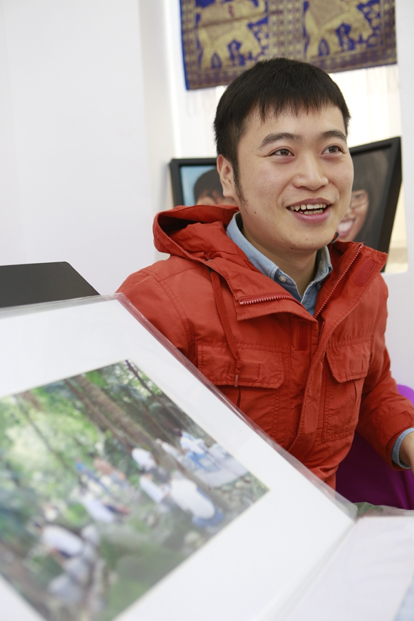 Tang's works are greatly influenced by his childhood experiences