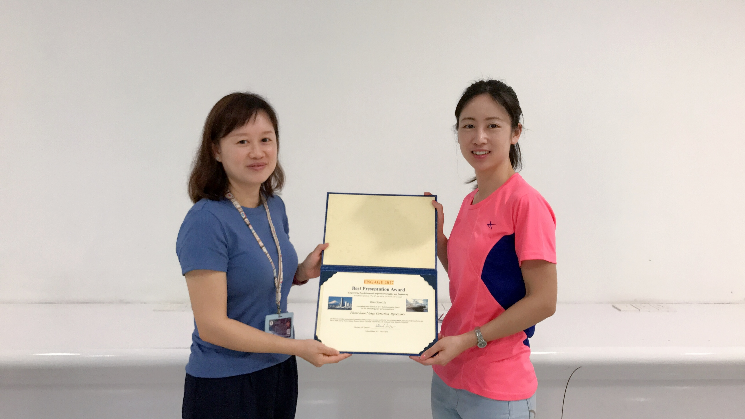 UM PhD student Hu Xiaoxiao receives the Best Presentation Award at Computer Graphics International.