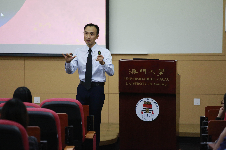 Li Zihao gives a talk on innovative teaching methods