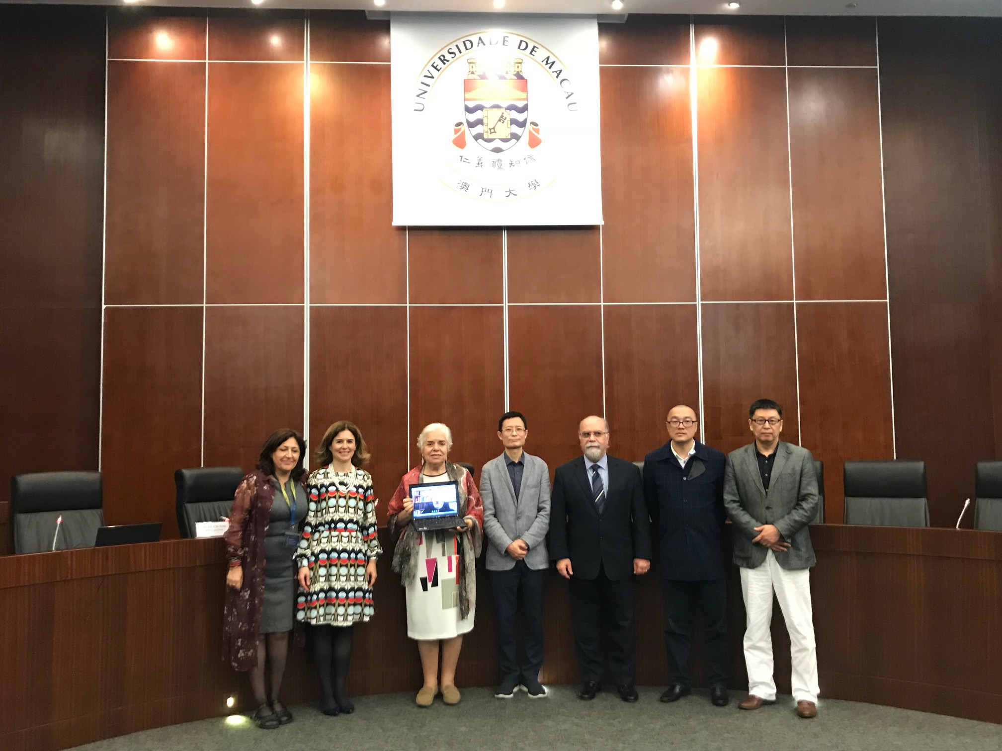 Lu Chi Seng (middle) is the first PhD student in Macao to have completed an oral defense for a thesis on Chinese-Portuguese bilingual legal translation