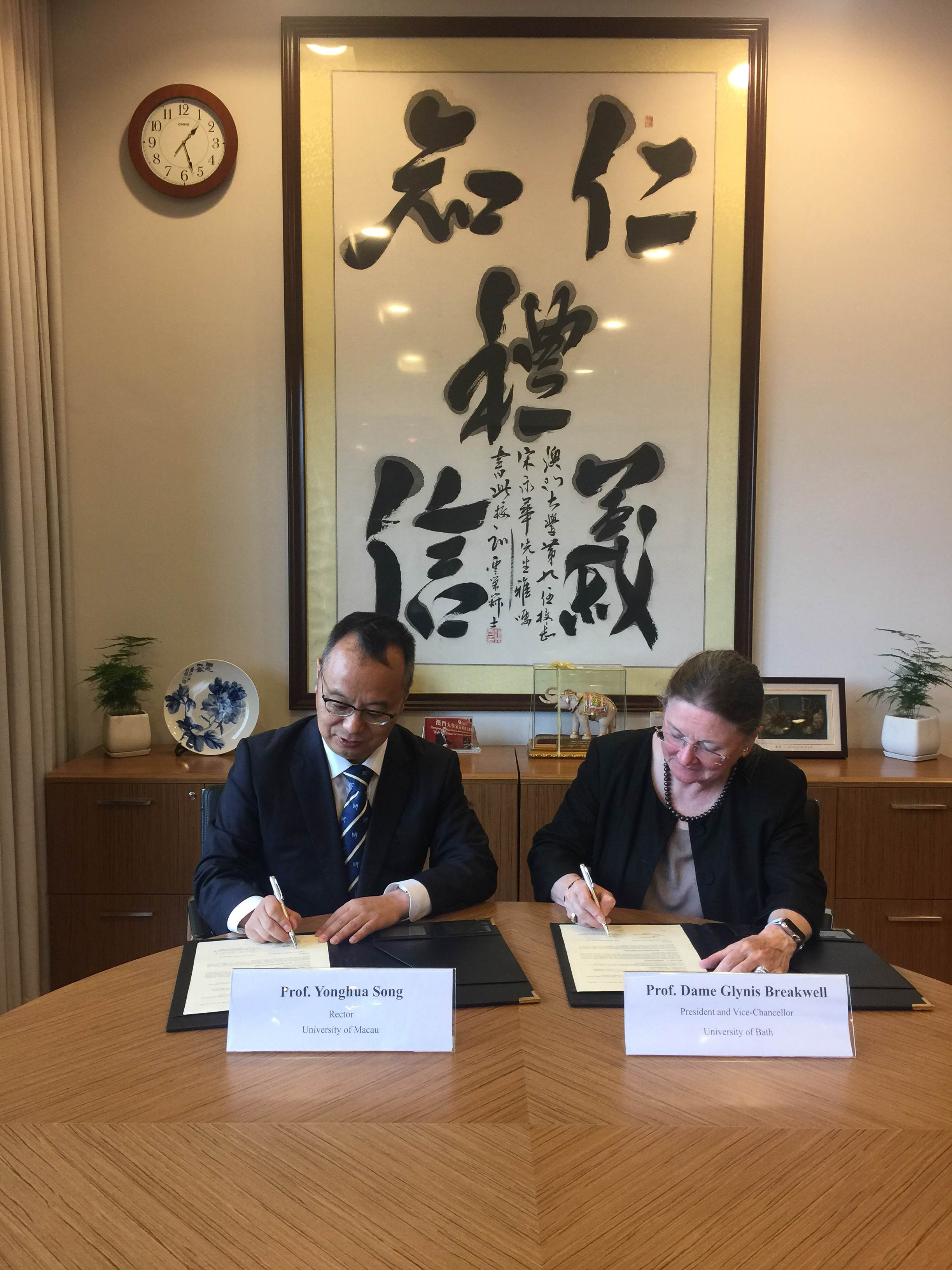UM Rector Yonghua Song (left) and UB President Breakwell (right) sign the MOU