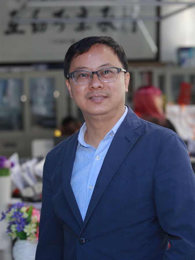 Dr Angus Cheong advises students to choose what is feasible among promising sunrise industries