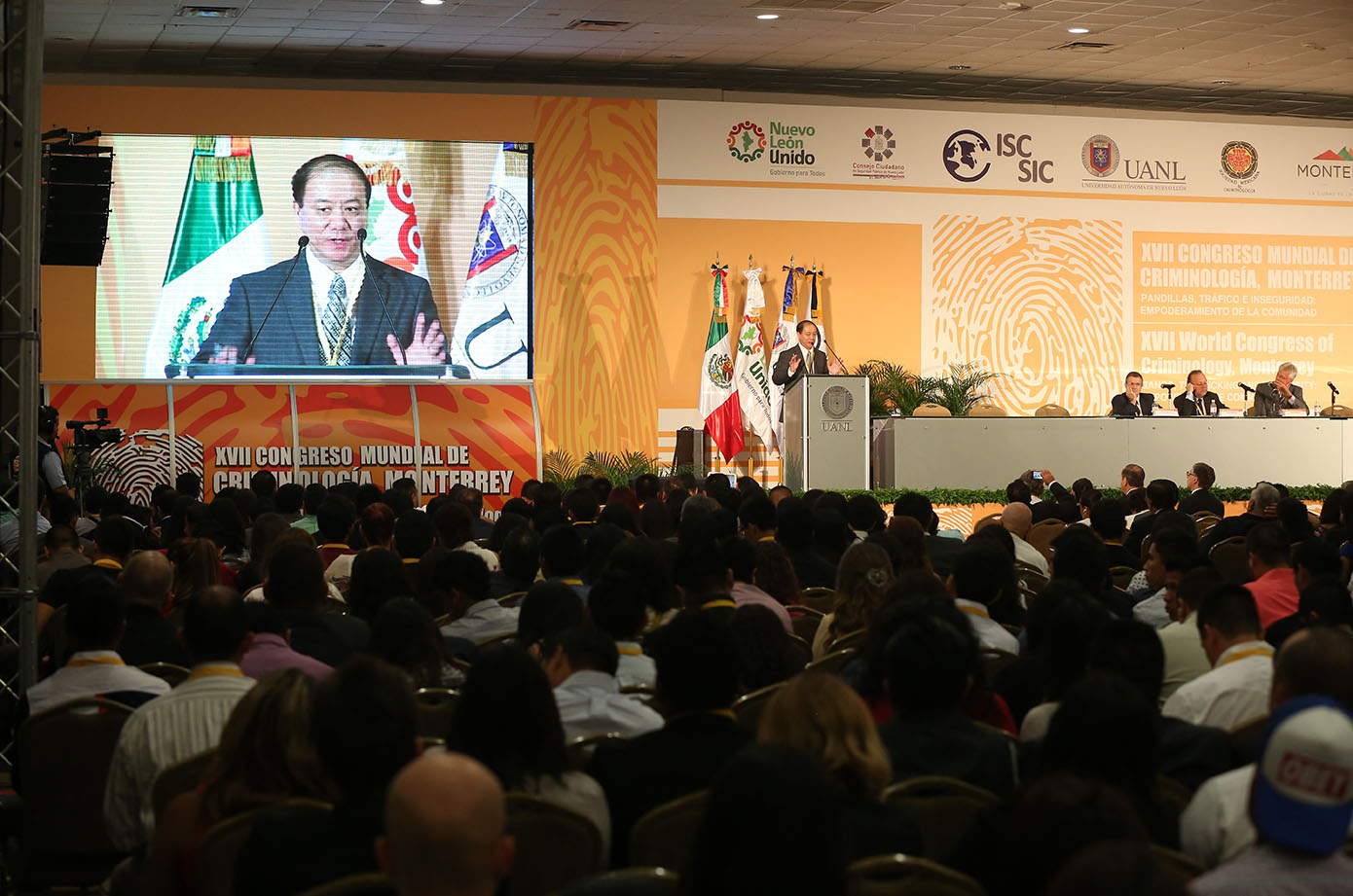 Prof Liu gives a speech at an international conference in Mexico