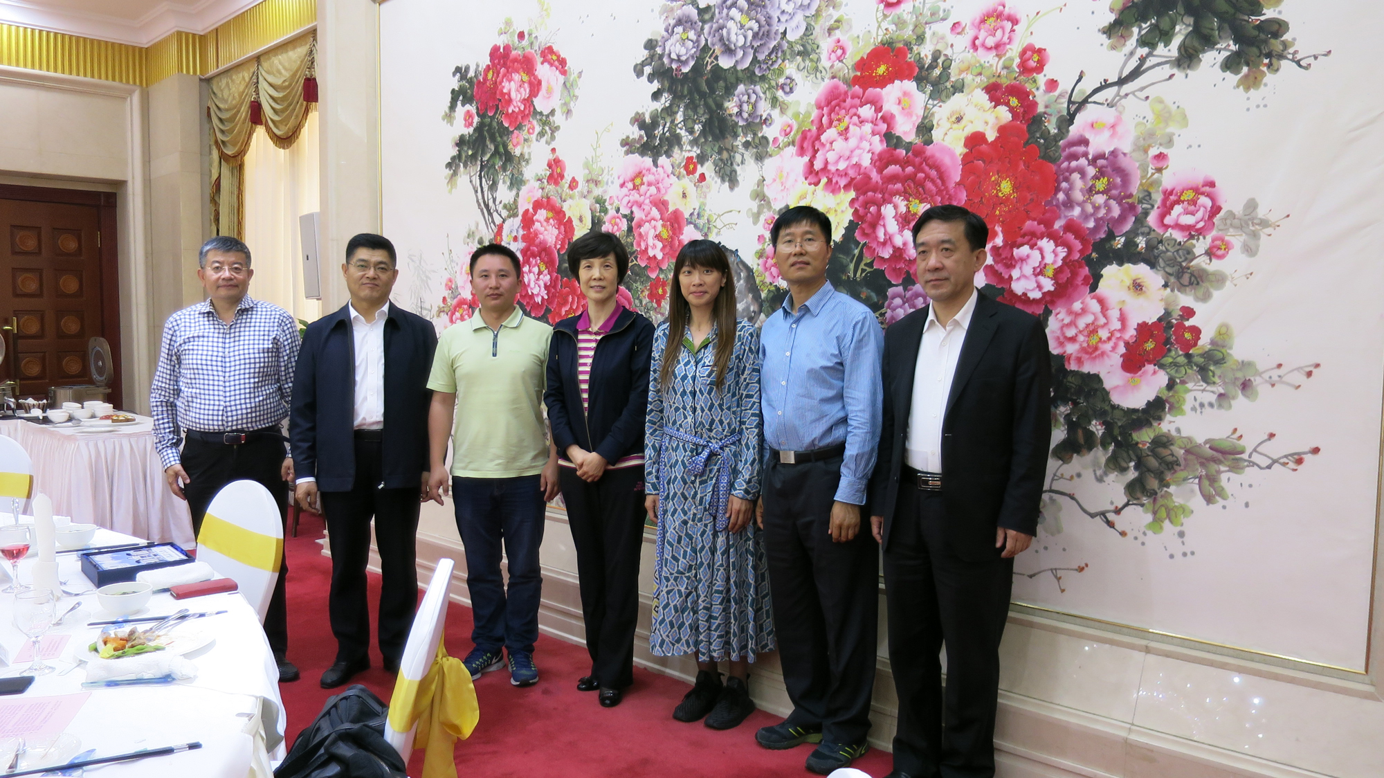 The UM delegation is warmly received by Wang Lingjie, vice president of the Chinese People's Political Consultative Conference in Dalian