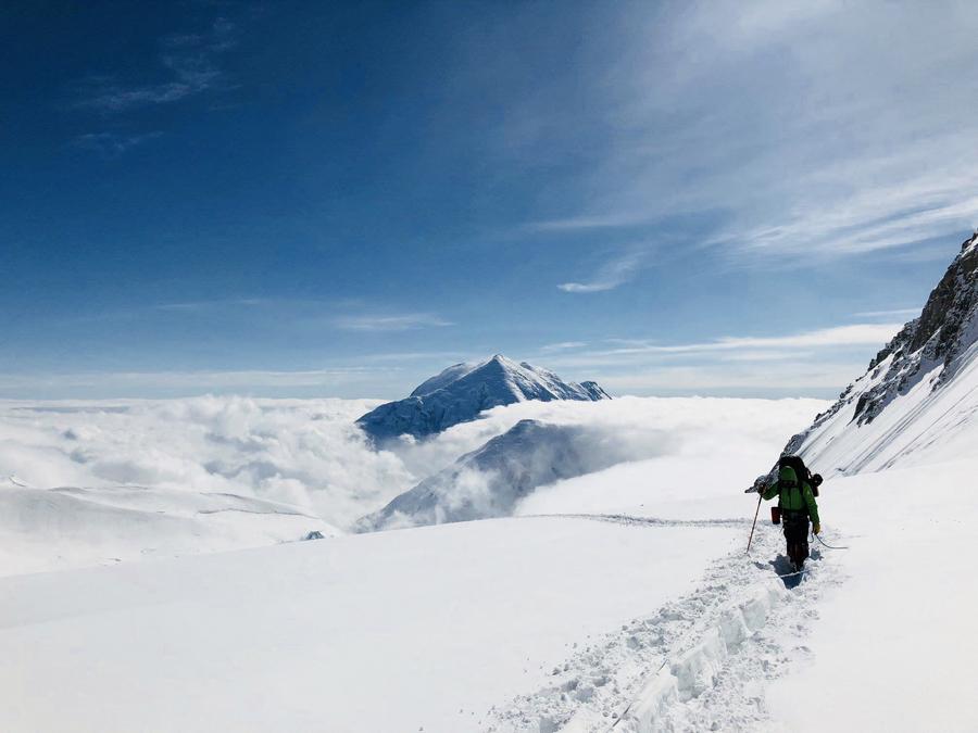 鄭智明的攀山態度從來不在於要打破甚麼紀錄,他愛山,更愛置身其中的樂趣。圖為攀登北美洲的最 高峰──阿拉斯加德納利峰。