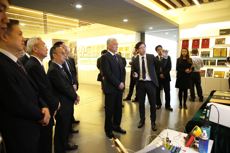 The delegation visits the AMS-VLSI Lab