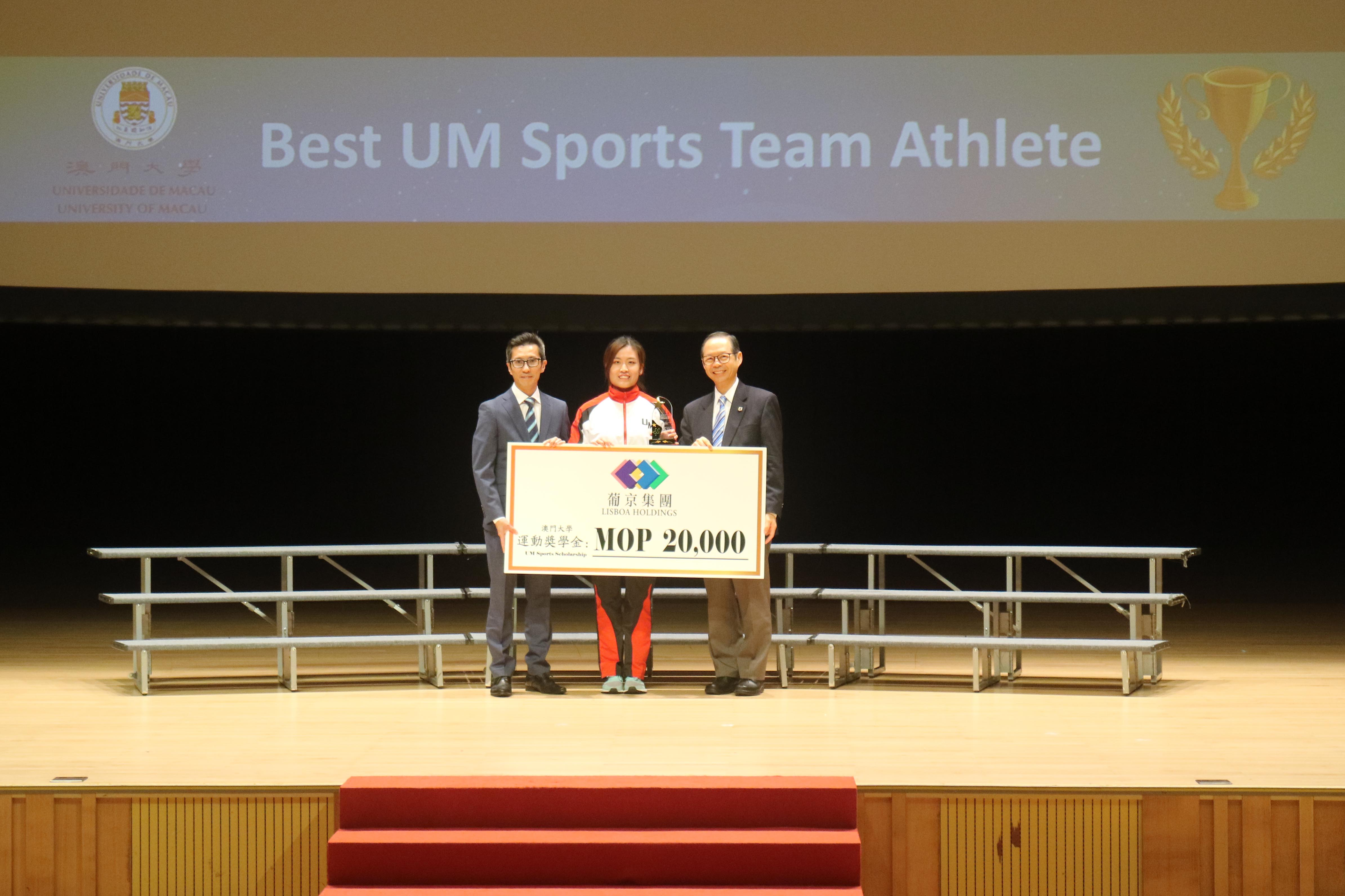 A student receives the Best UM Sports Team Athlete Scholarship