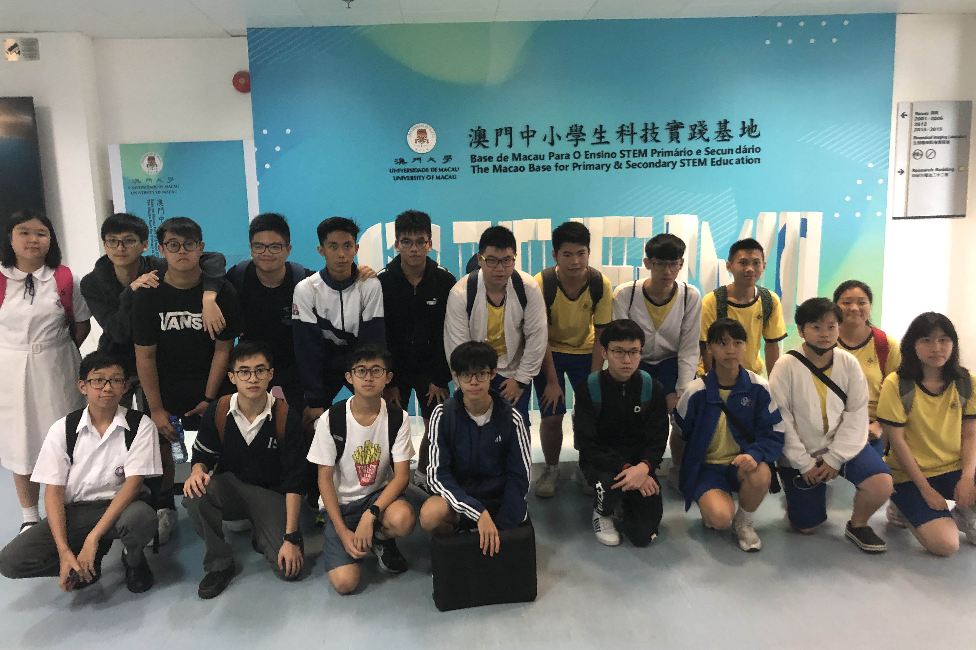 The students visit the Macao Base for Primary and Secondary STEM Education