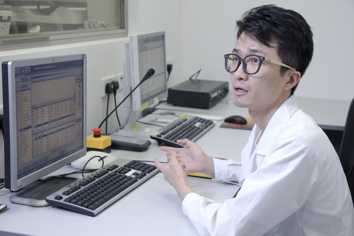 During his doctoral study, Zhang Duo was recommended by Prof Mok to work as a visiting scholar for one year at the University of Massachusetts Medical School and Yale U, USA