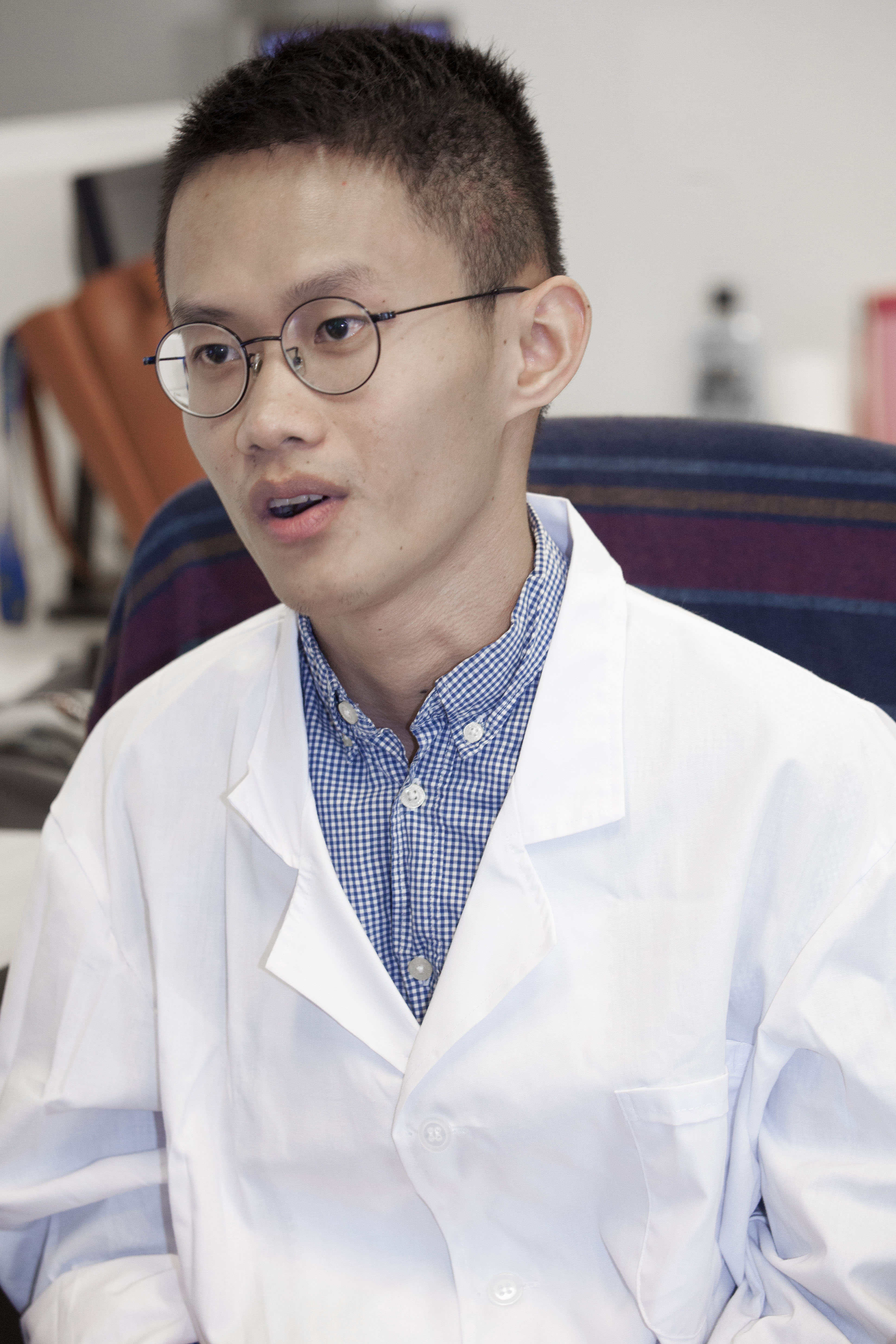 Sun Jingzhang is working on the application of artificial neural networks to reduce noise in medical imaging under the guidance of Prof Mok.