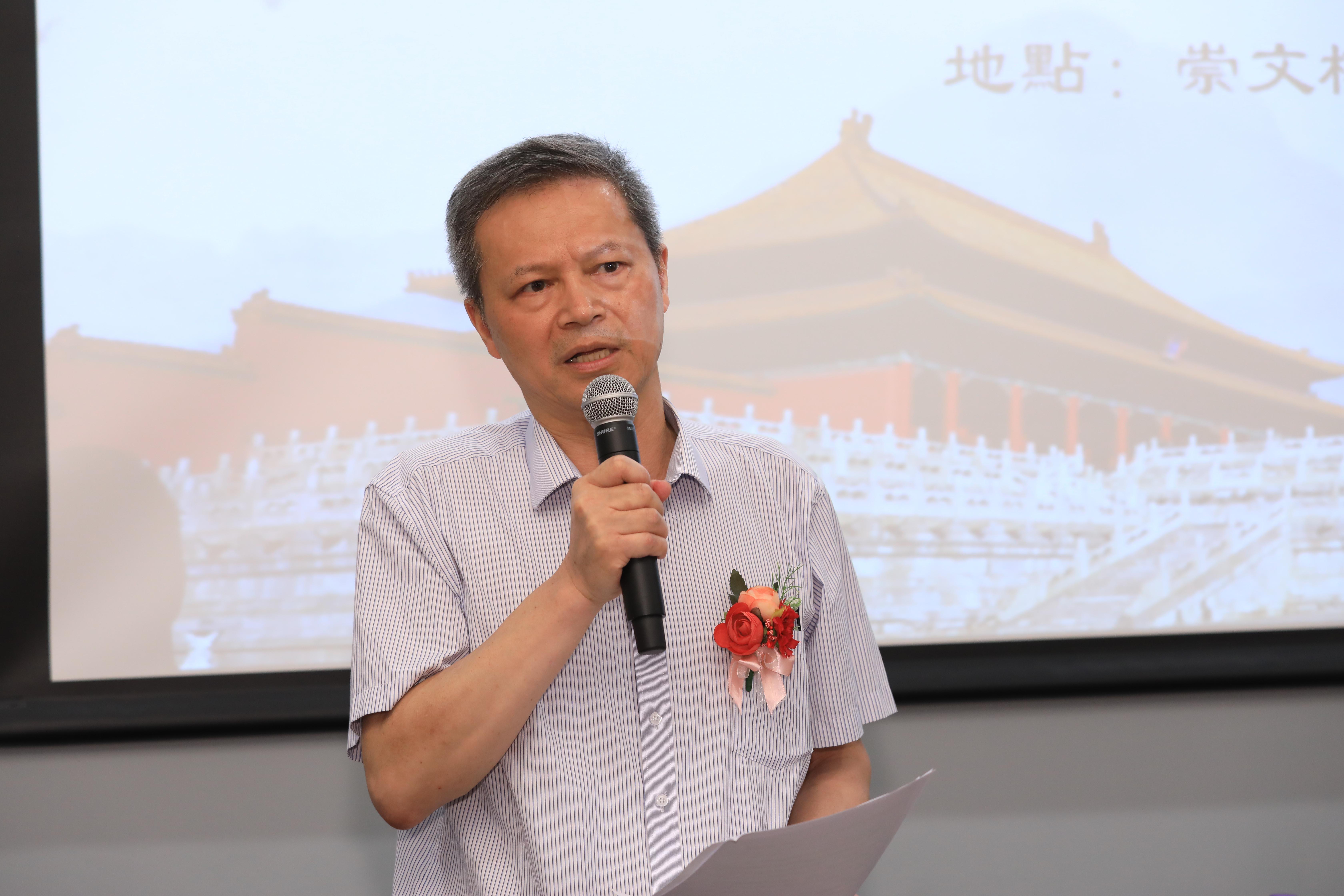 Prof Wang Di gives a keynote speech