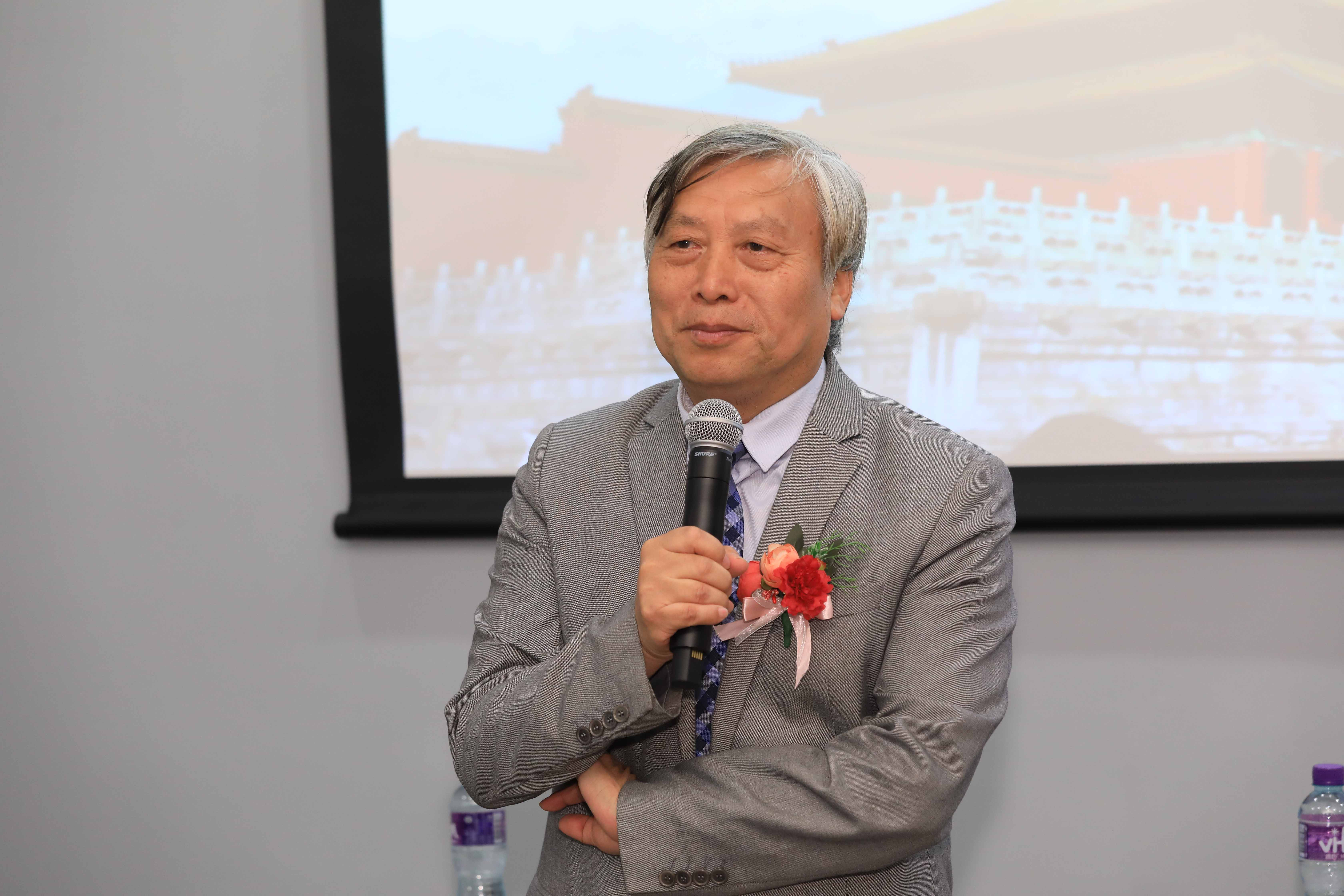 Prof Zhu Shoutong gives a keynote speech