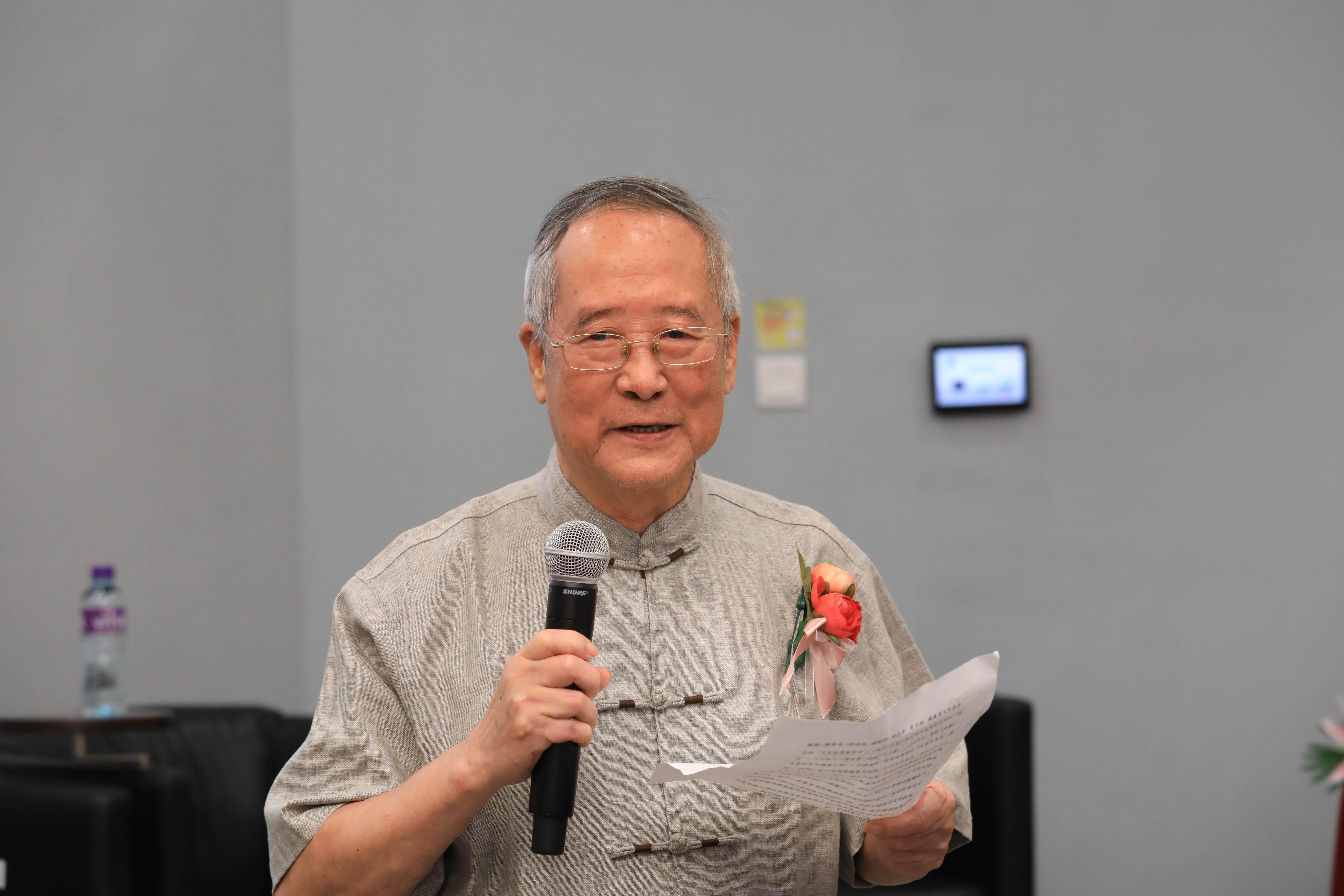 Prof Yang Yi gives a keynote speech