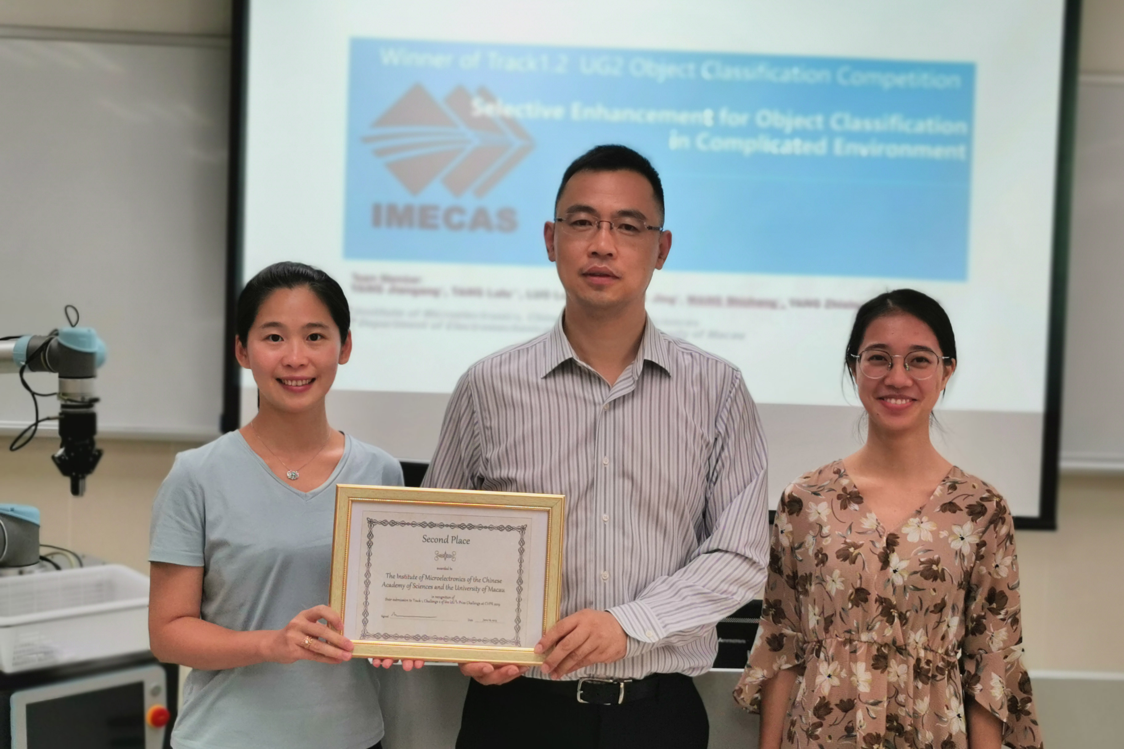 A team from UM and the CAS wins a second prize in a global computer vision algorithm challenge.