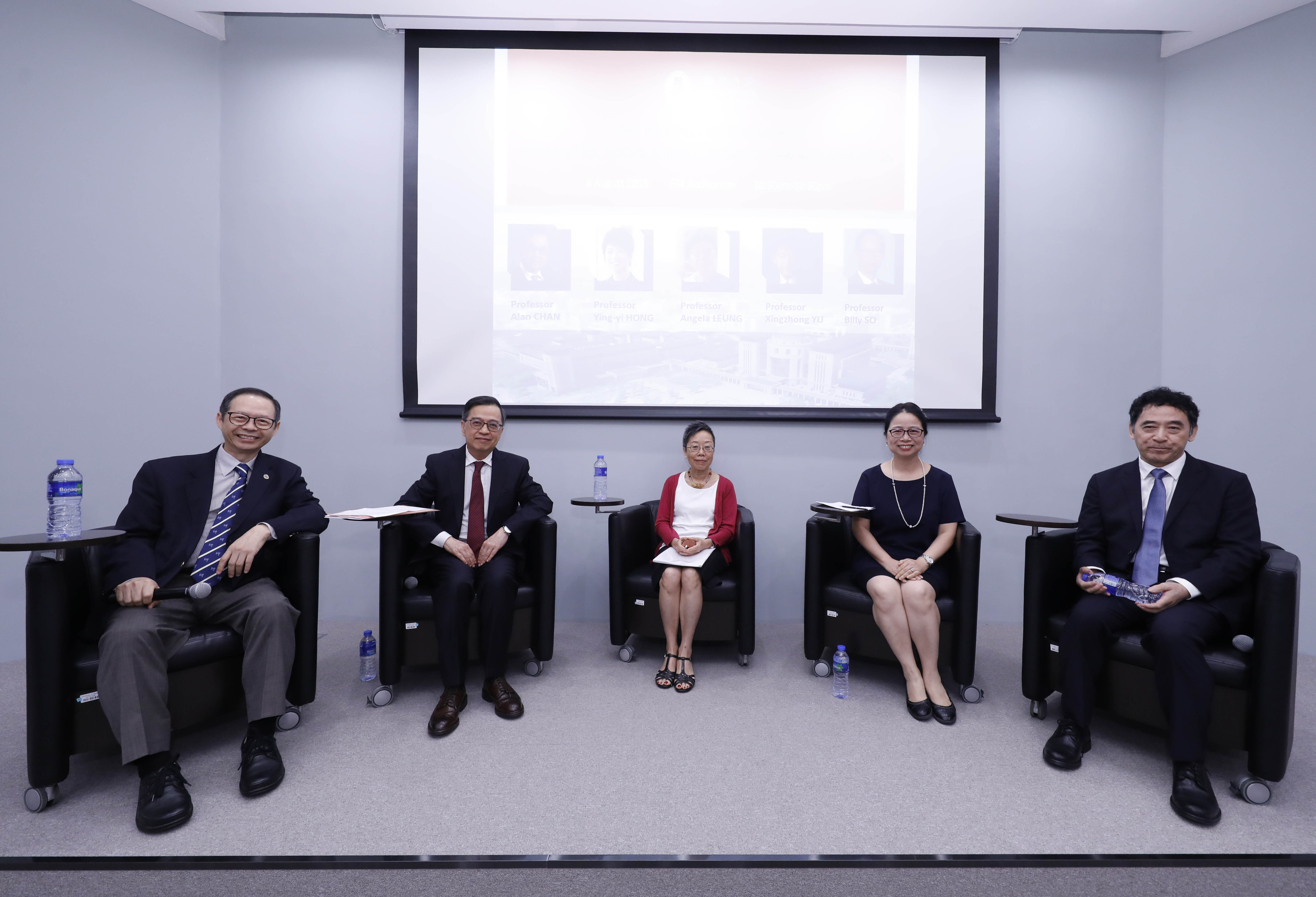 Billy So (1st from left) and scholars discuss the future of interdisciplinary studies