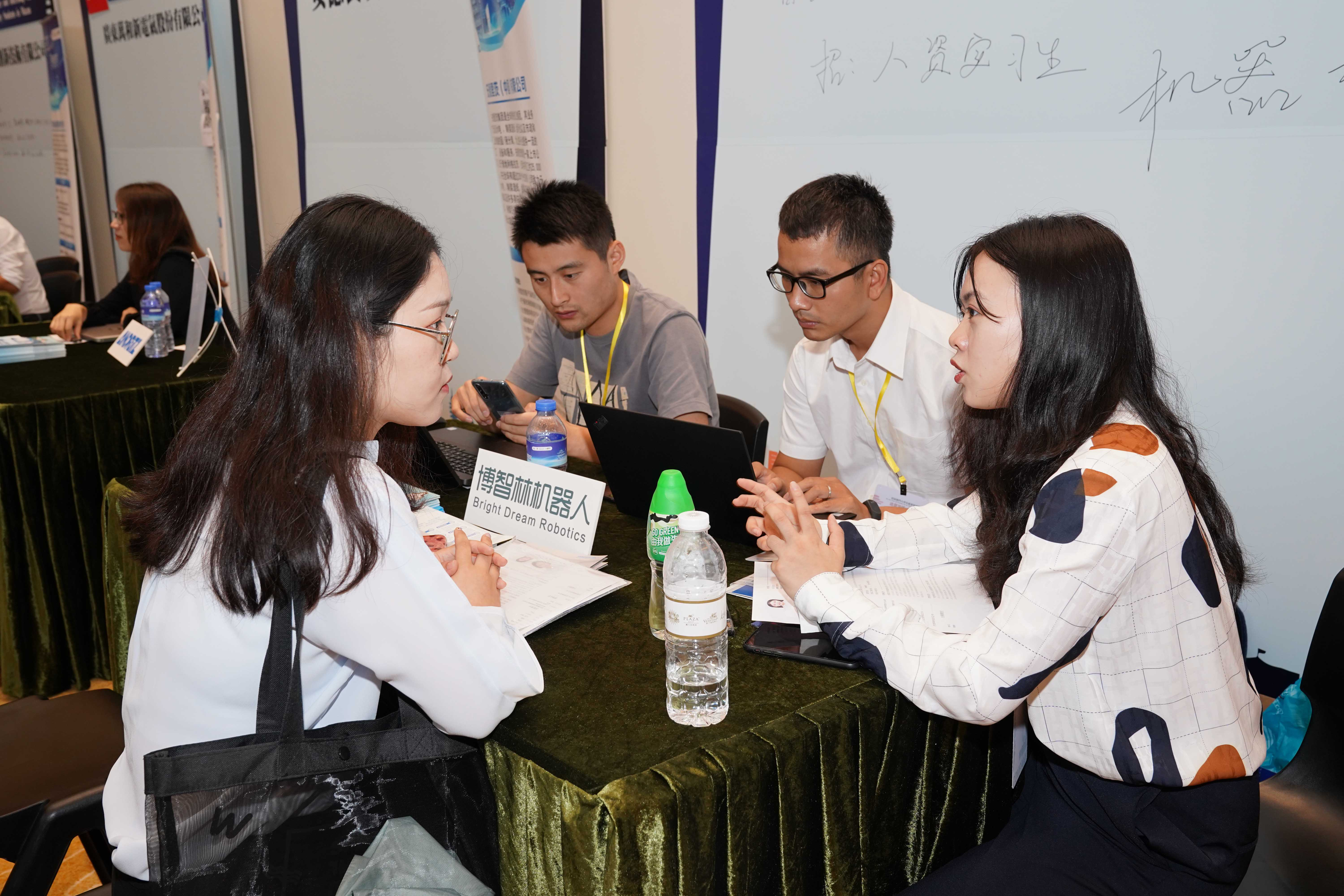 UM hosts the first career and internship fair for university students in Macao
