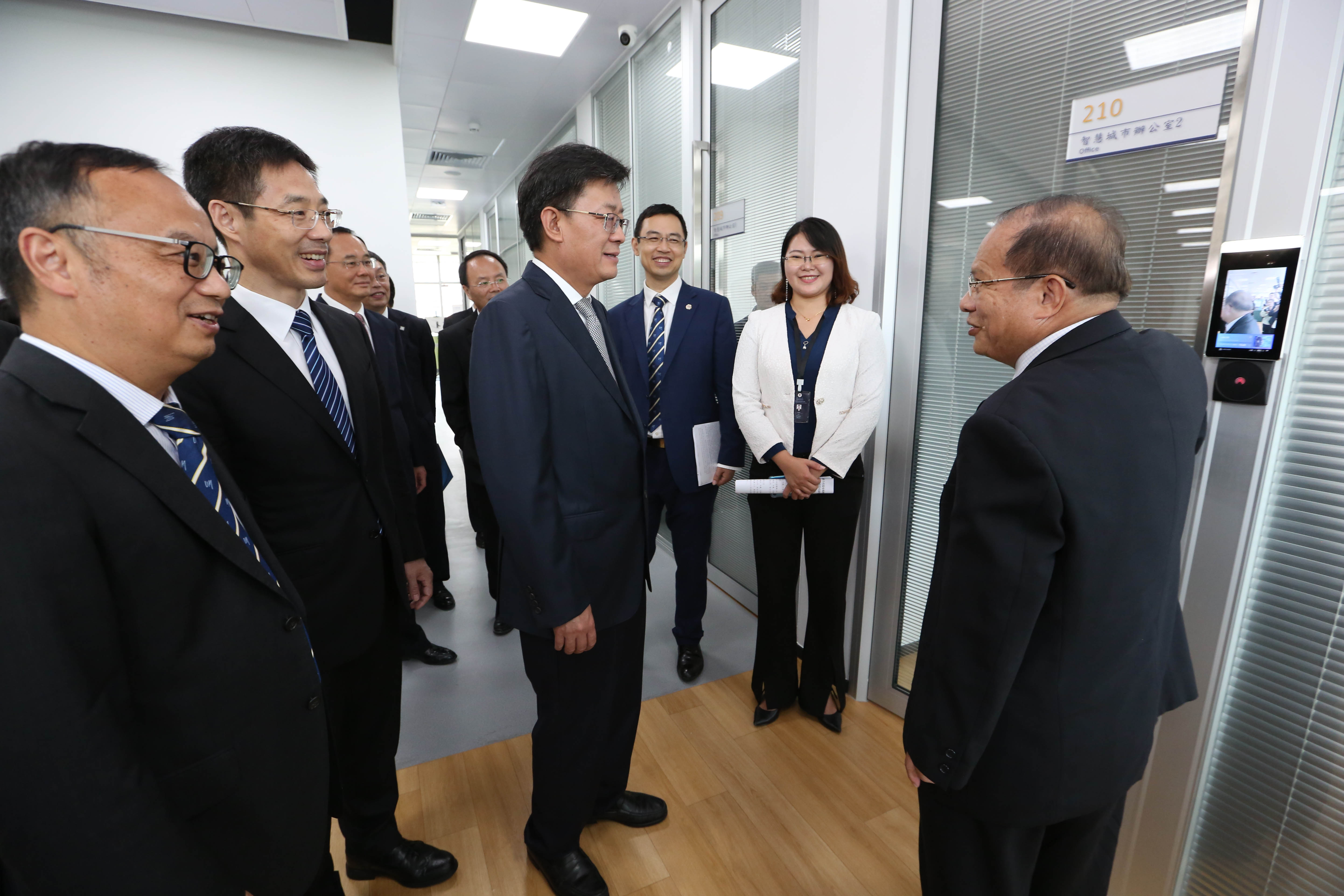 Guests visit the Zhuhai UM Science & Technology Research Institute