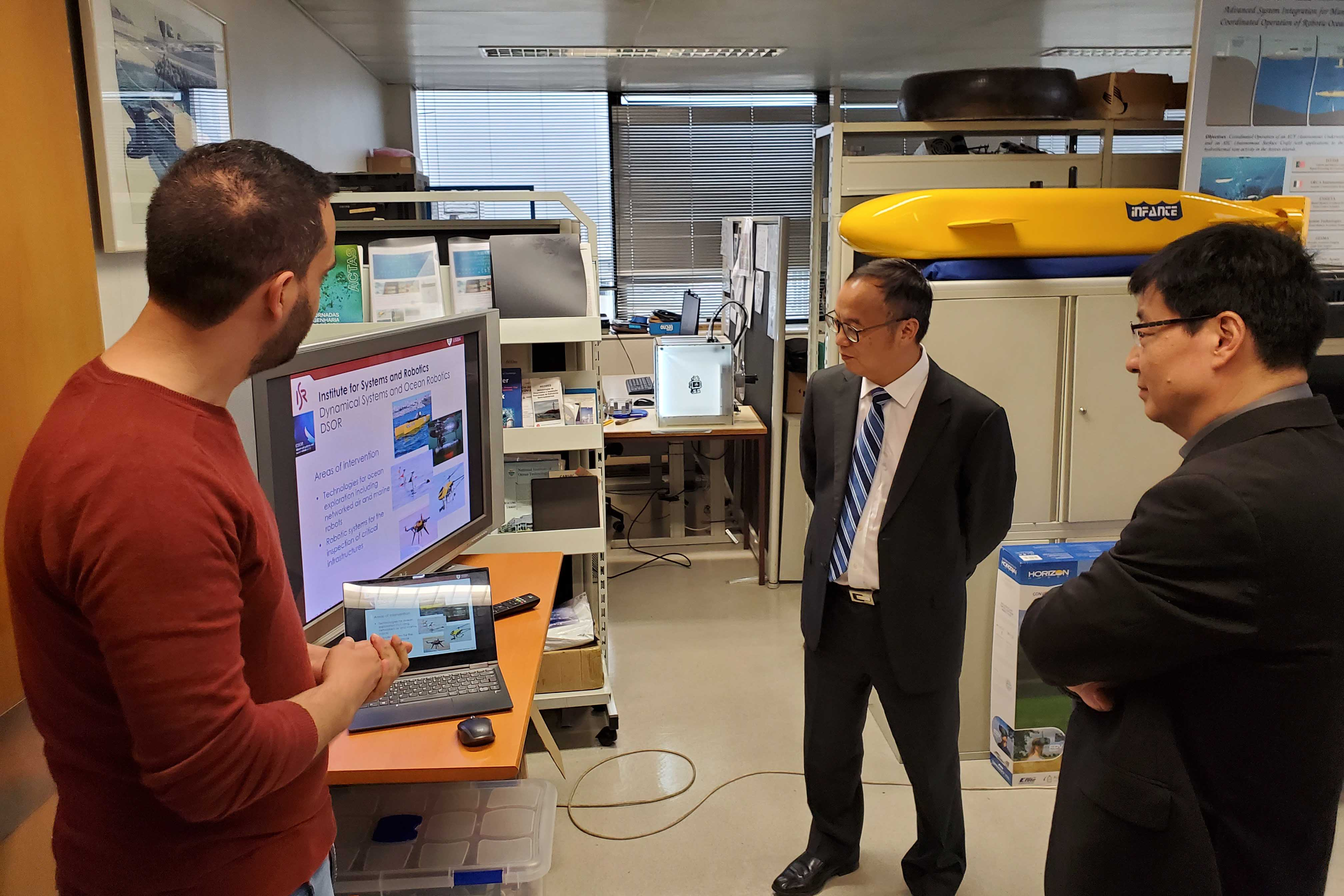Yonghua Song visits the Institute for Systems and Robotics at the University of Lisbon