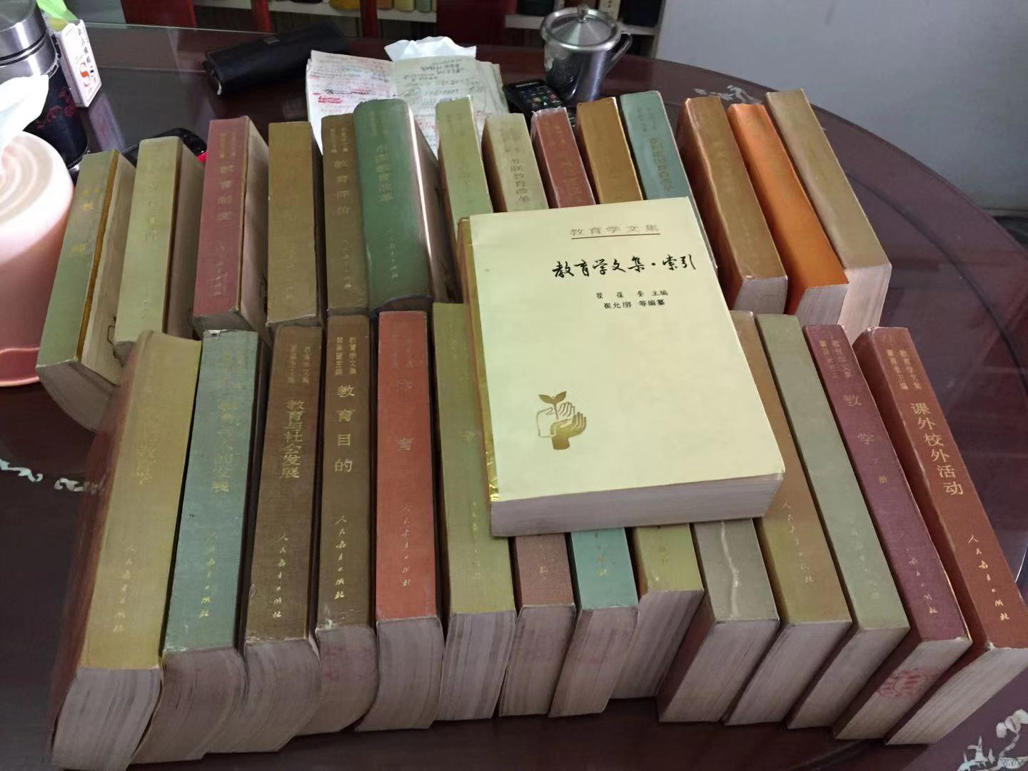 Dr Lau donated more than 20 books on educational research and the history of education to the Faculty of Education