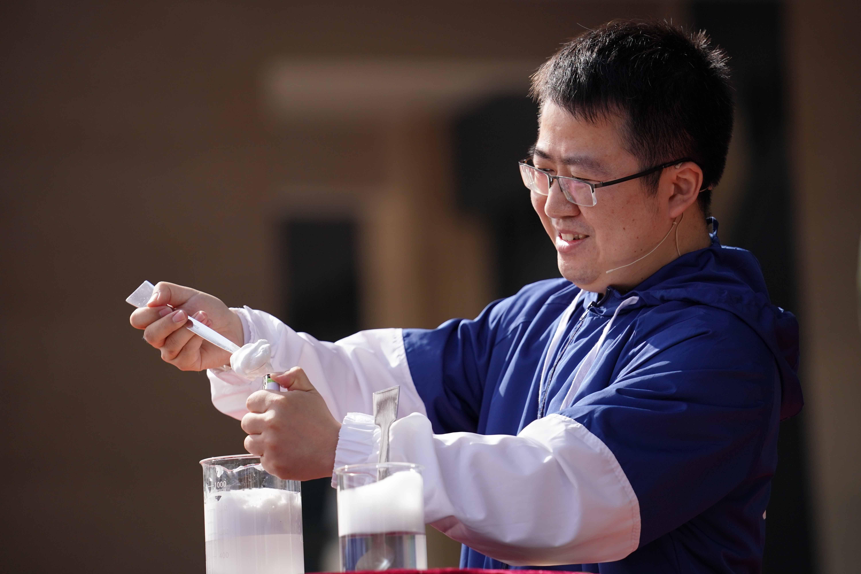 Sun Guoxing talks about nanofoam as a new building material