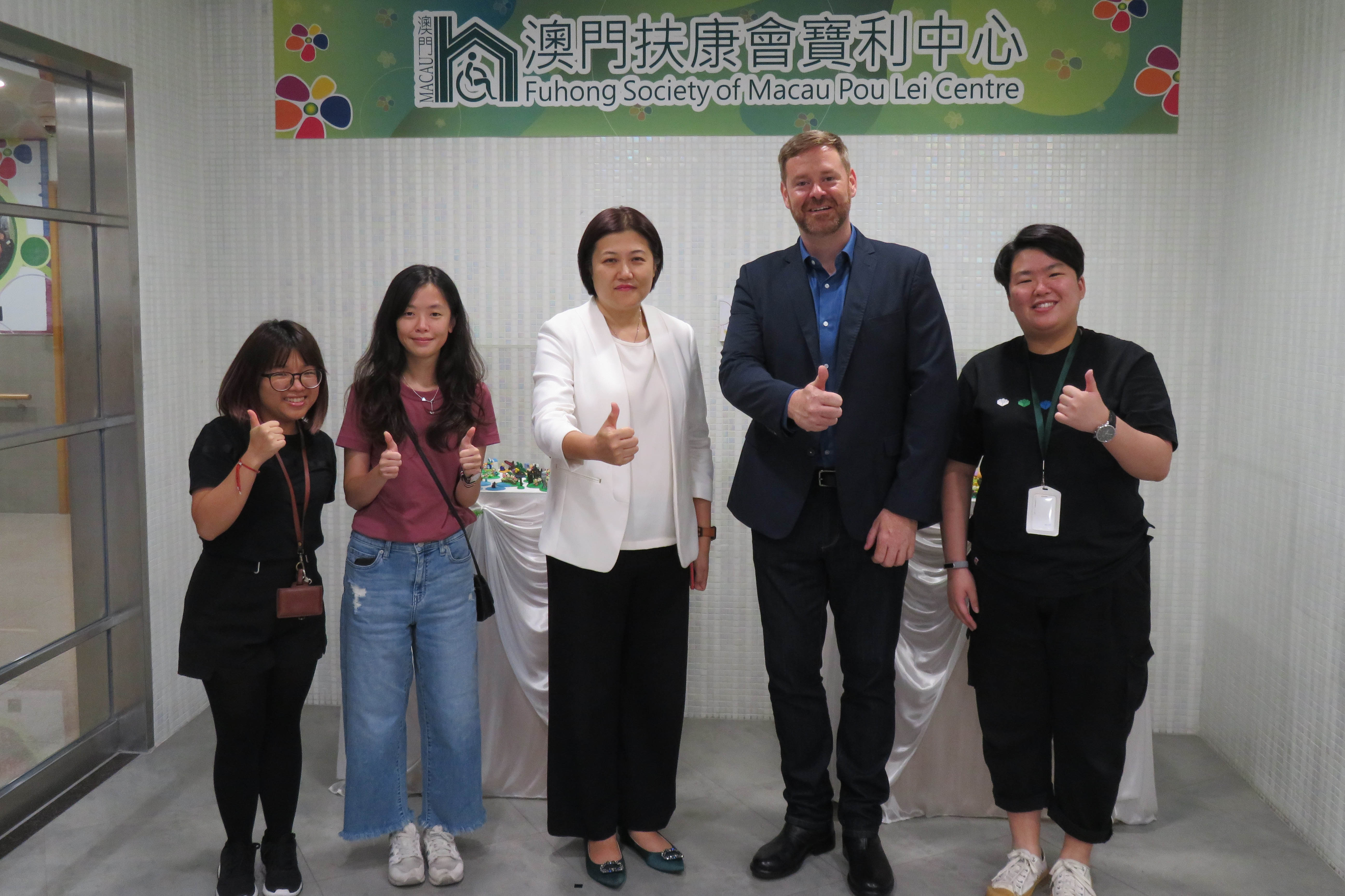 Sit Hao Fong (2nd from left), Chau Wai I (middle), and Prof Brian Hall (2nd from right).