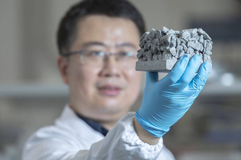 Prof Sun Guoxing was the first to propose the use of cement to produce the cheapest and mass‑producible nanoparticles