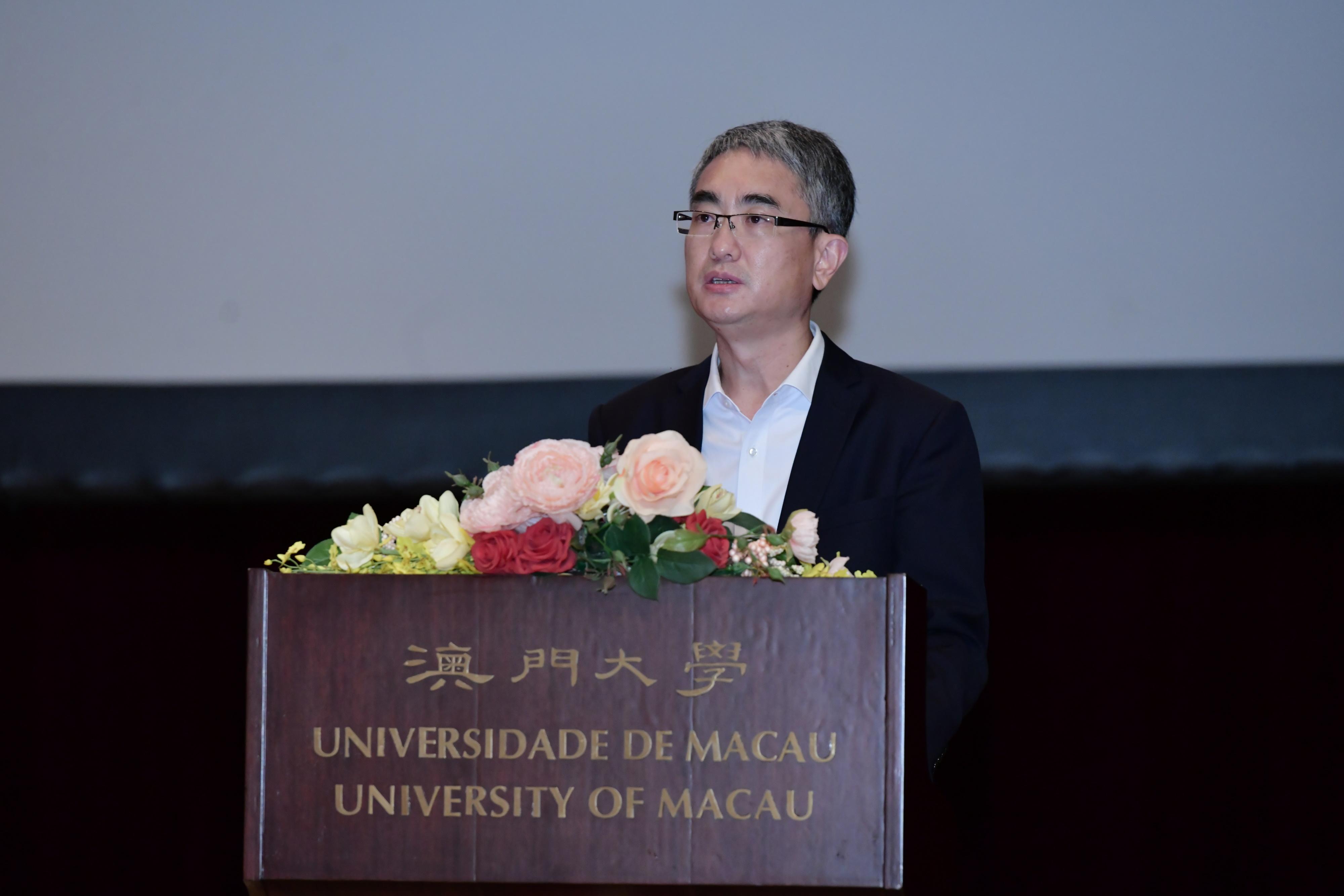 Cheong Weng Chon gives a speech