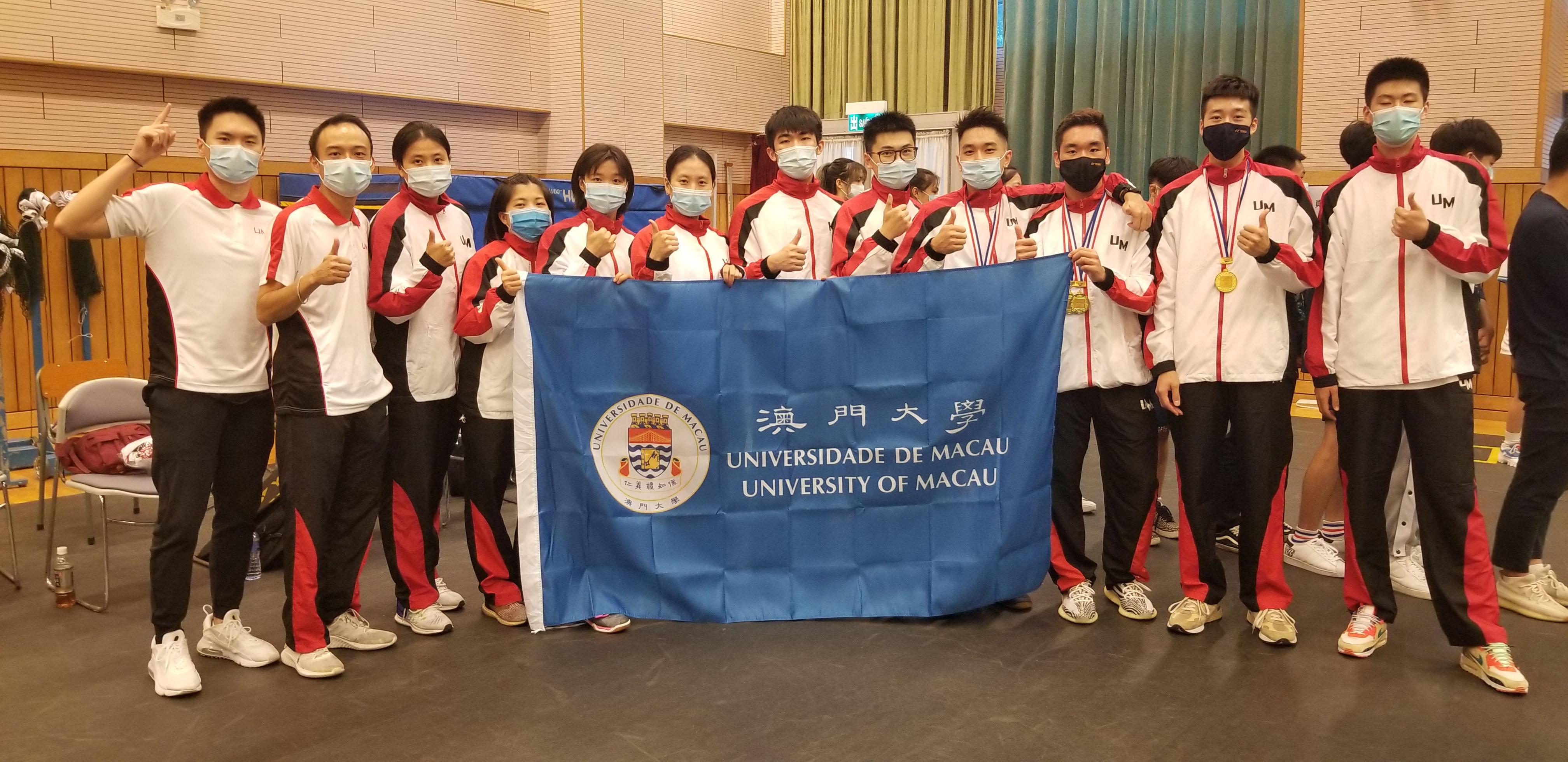 UM badminton team